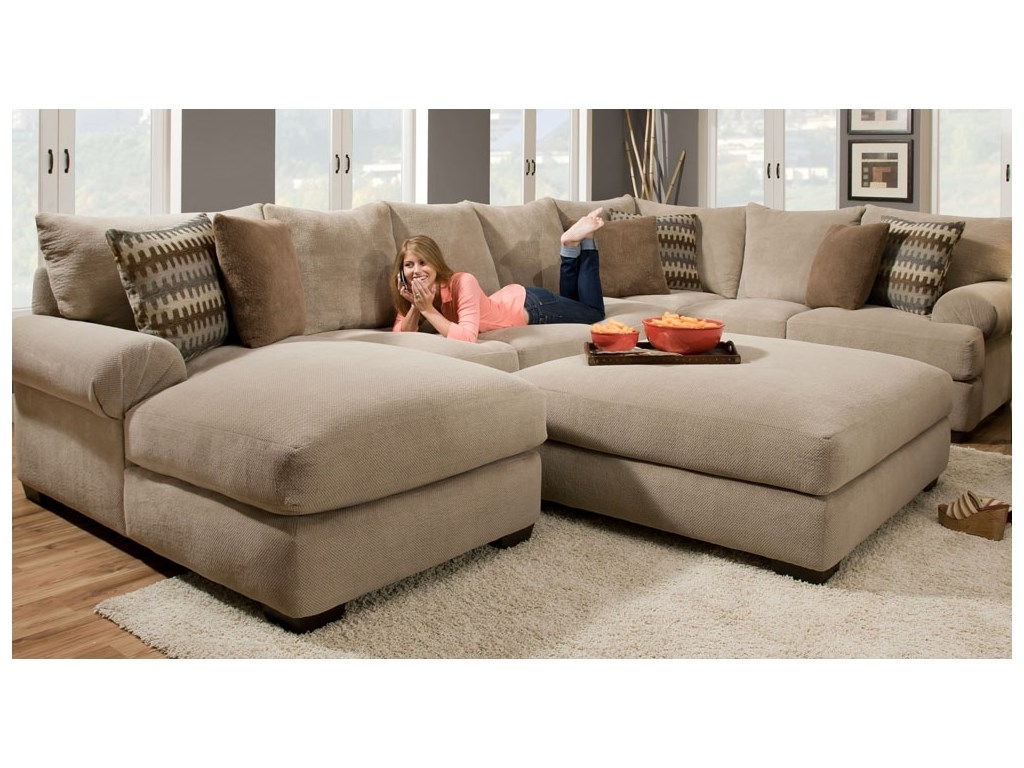 Artwork Of 2 Piece Sectional Sofa With Chaise Design (View 5 of 15)