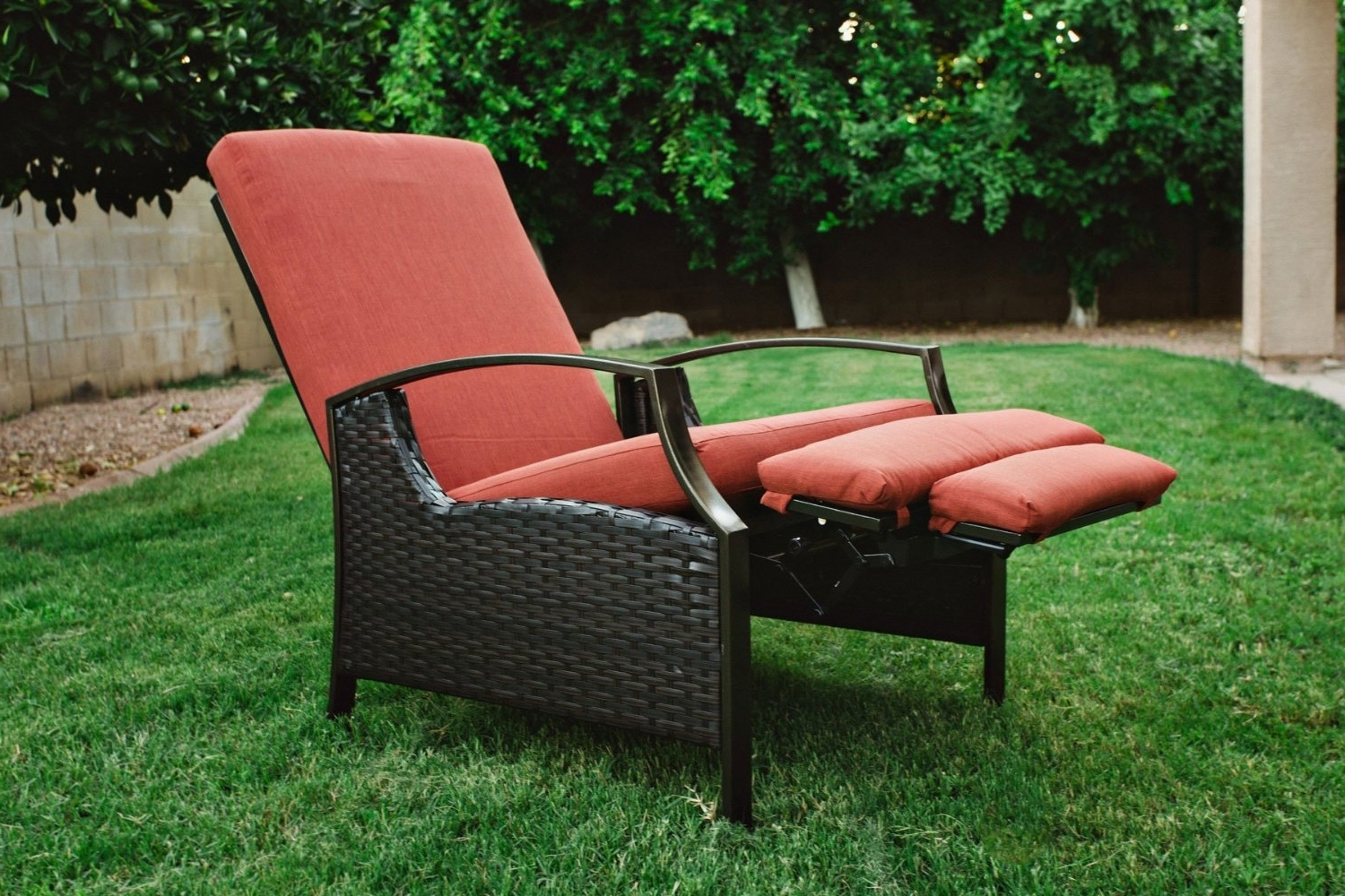 Best Value Outdoor Wicker Recliners – The Best Recliner Throughout Most Recently Released Adjustable Pool Chaise Lounge Chair Recliners (View 2 of 15)