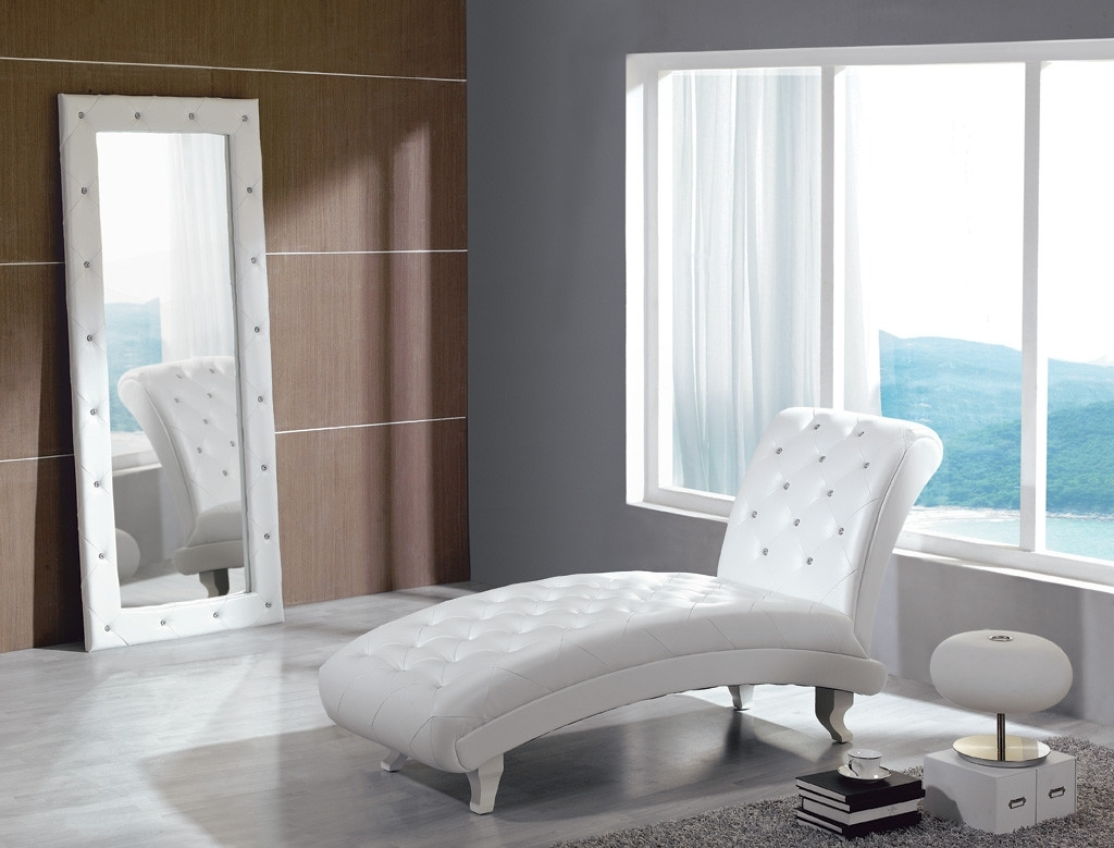 Carlo White Leather Chaise With Crystals Regarding Famous White Leather Chaises (View 3 of 15)