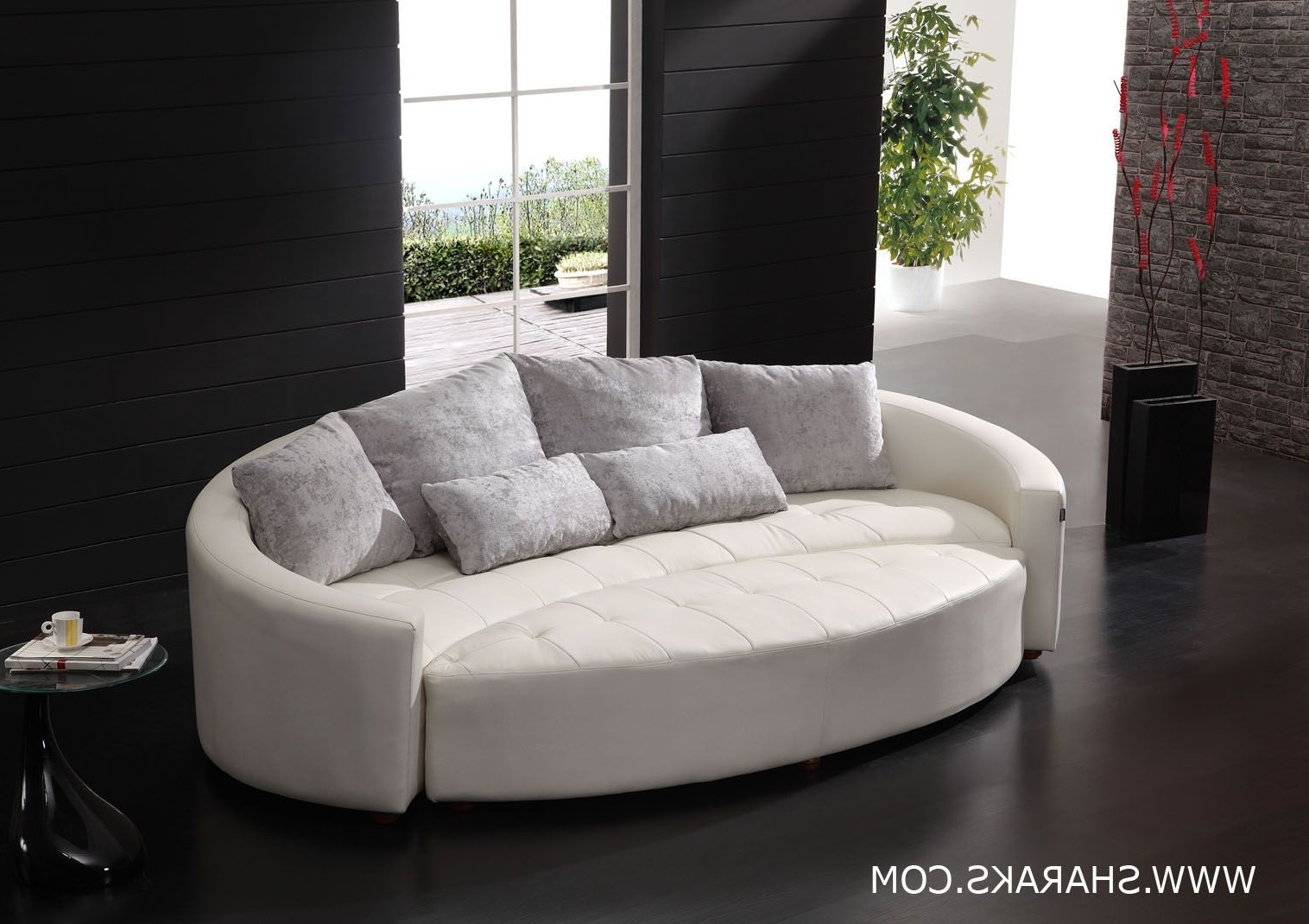 Cornering The Curved Leather Sofas (View 4 of 15)