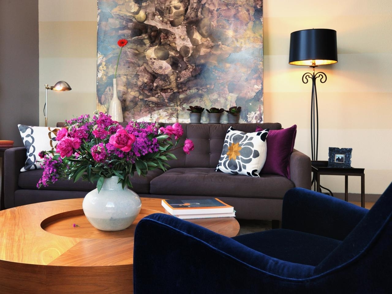 Different Style To Decorate Home With Blue Velvet Sofa With Well Known Dark Blue Sofas (View 6 of 15)