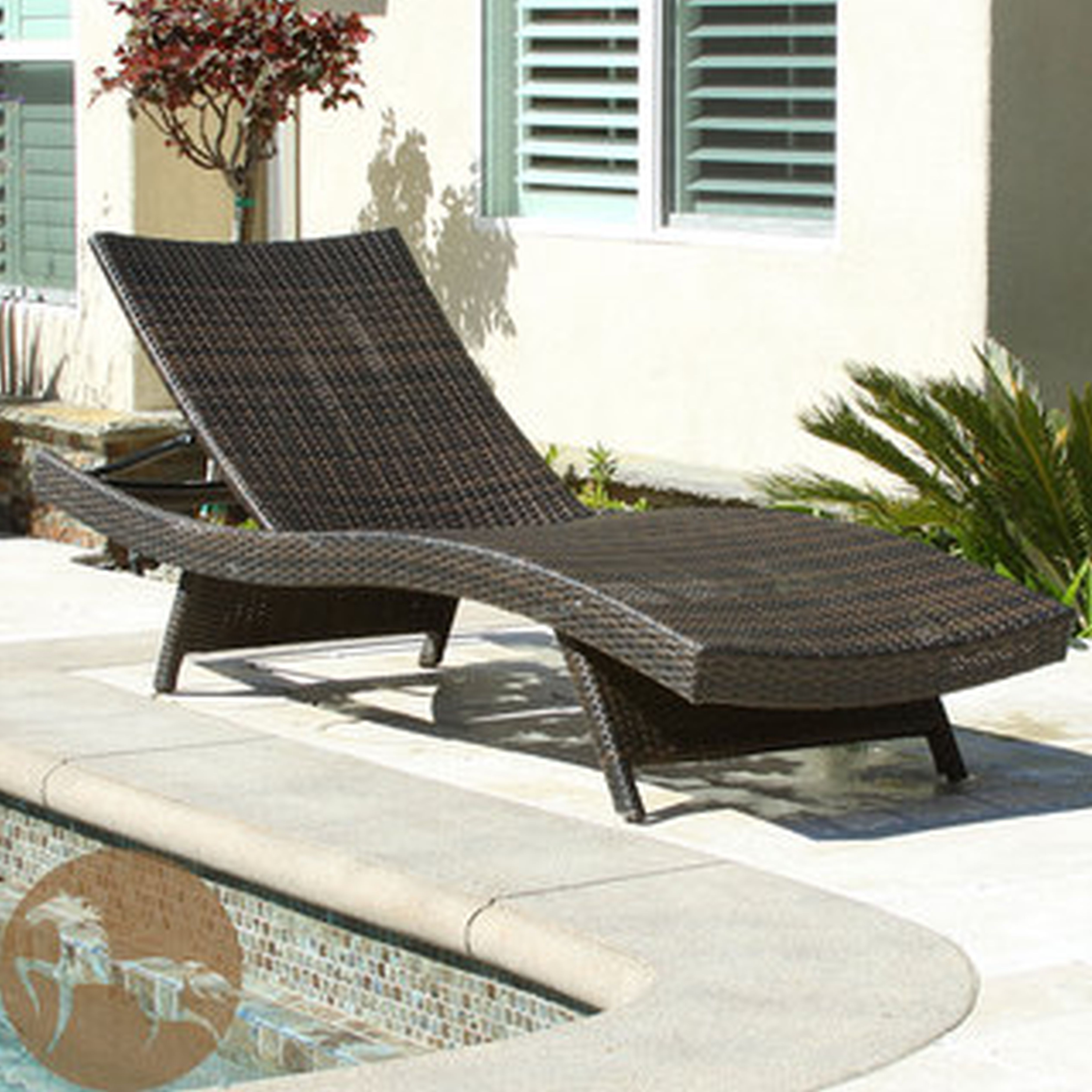 Famous Lounge Chair : Oversized Outdoor Lounge Chair White Wicker Chaise Throughout White Wicker Chaise Lounges (View 3 of 15)
