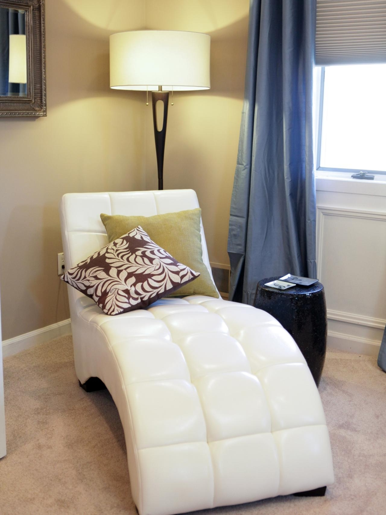 Famous White Leather Chaises Inside White Leather Chaise Lounge – White Leather Chaise Lounge, Ikea (View 5 of 15)
