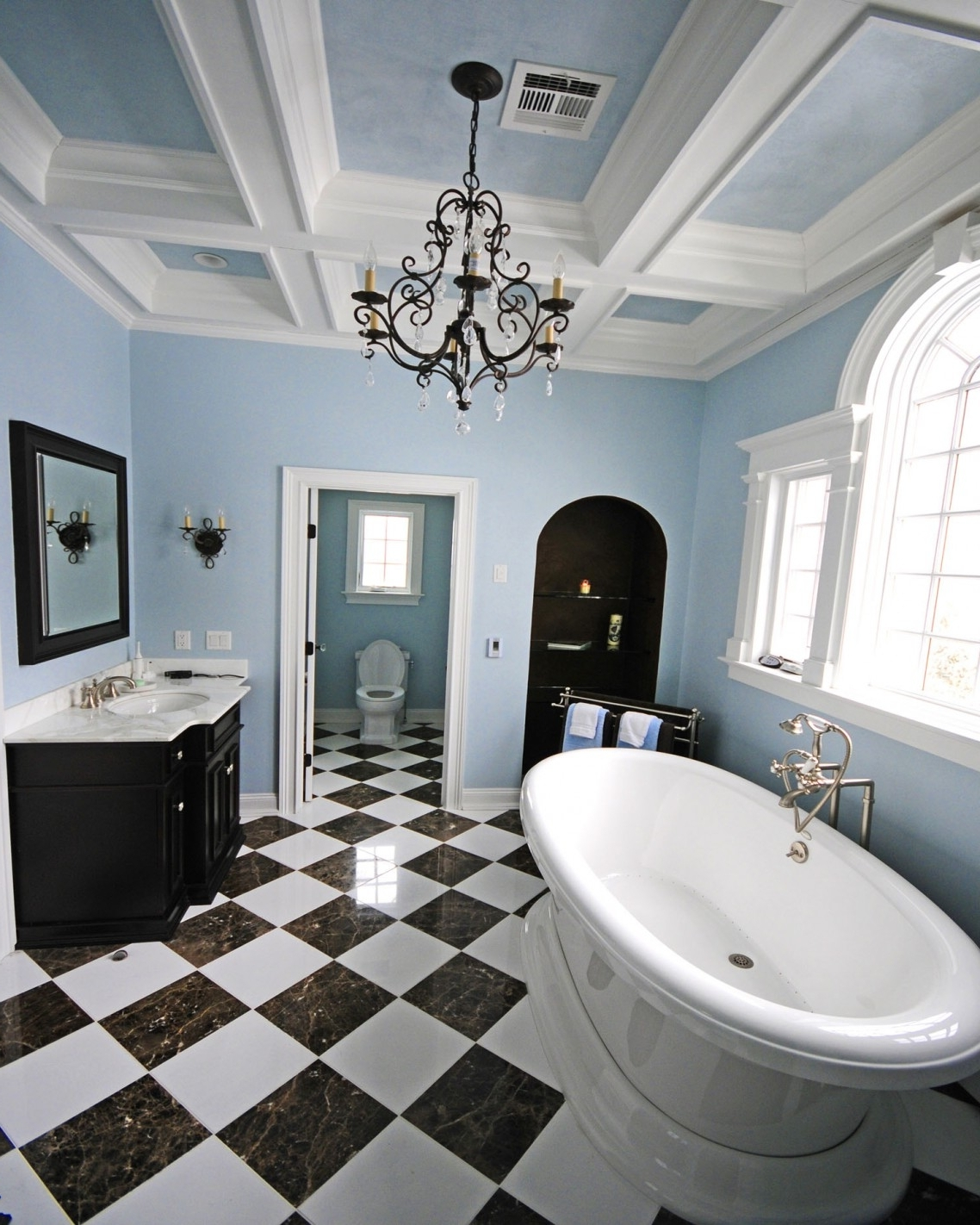 Fashionable Bathroom Chandeliers In Bathroom Ideas: Bathroom Chandeliers With Black And White Tiles (View 13 of 15)