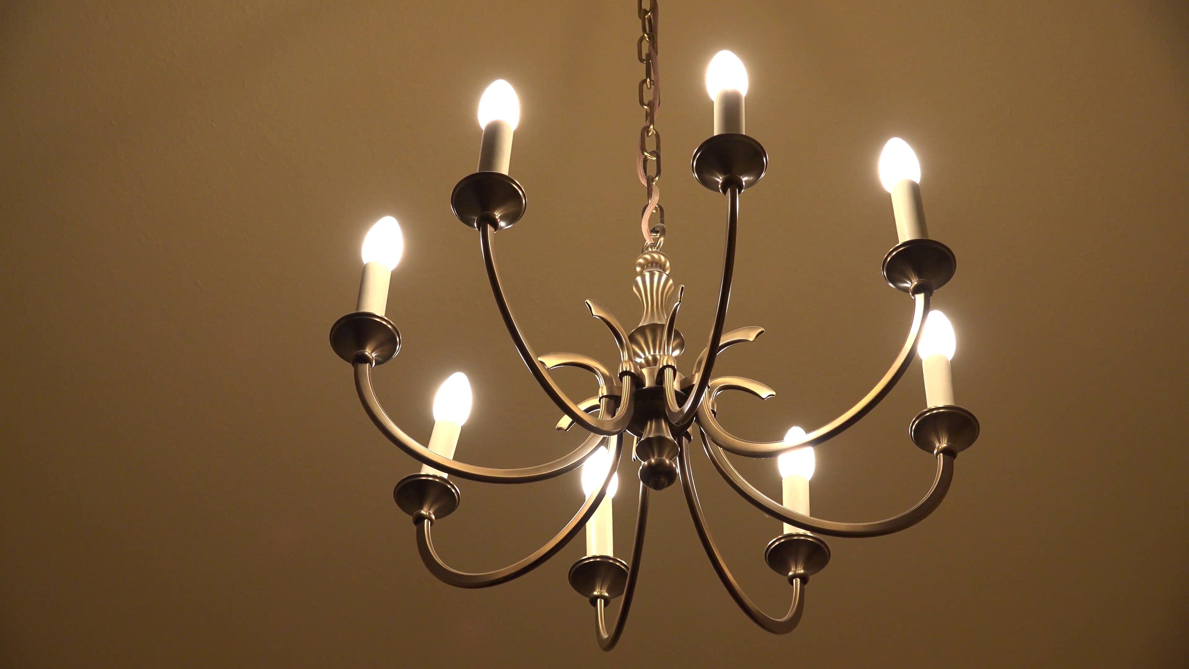 Fashionable Ultra Hd 4K Beautiful Chandelier Bulb Moving Earthquake Inside Room With Regard To Beautiful Chandelier (View 5 of 15)