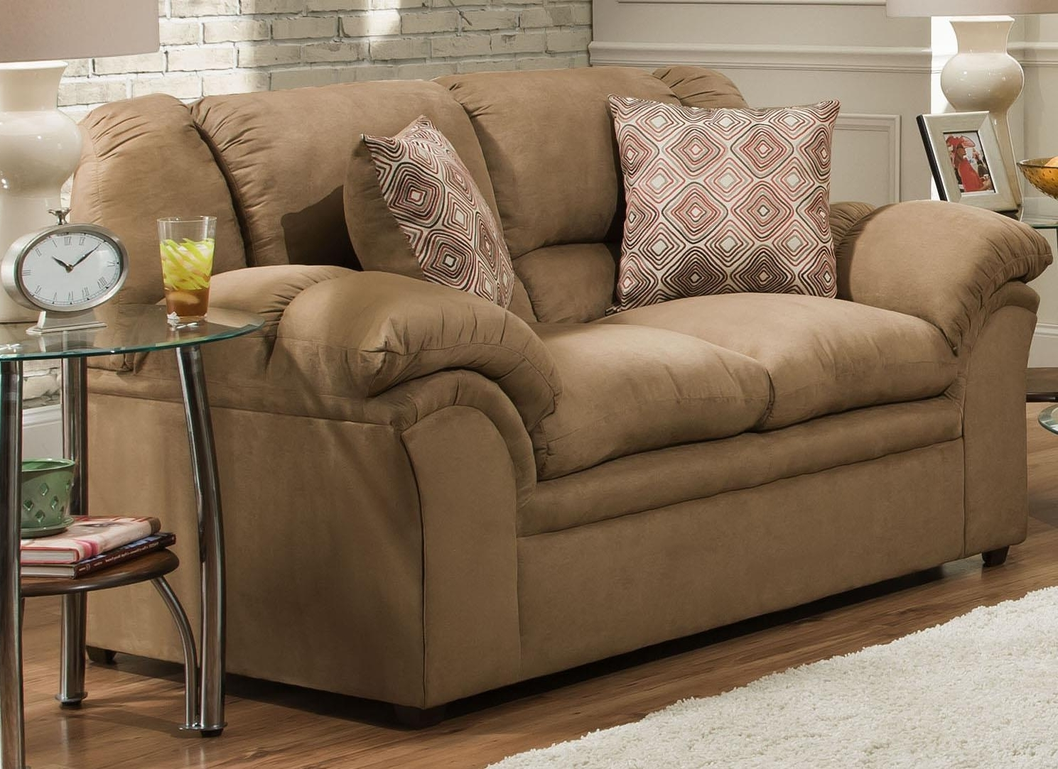 Fashionable United Furniture Industries 1720 Love Seat (View 3 of 15)