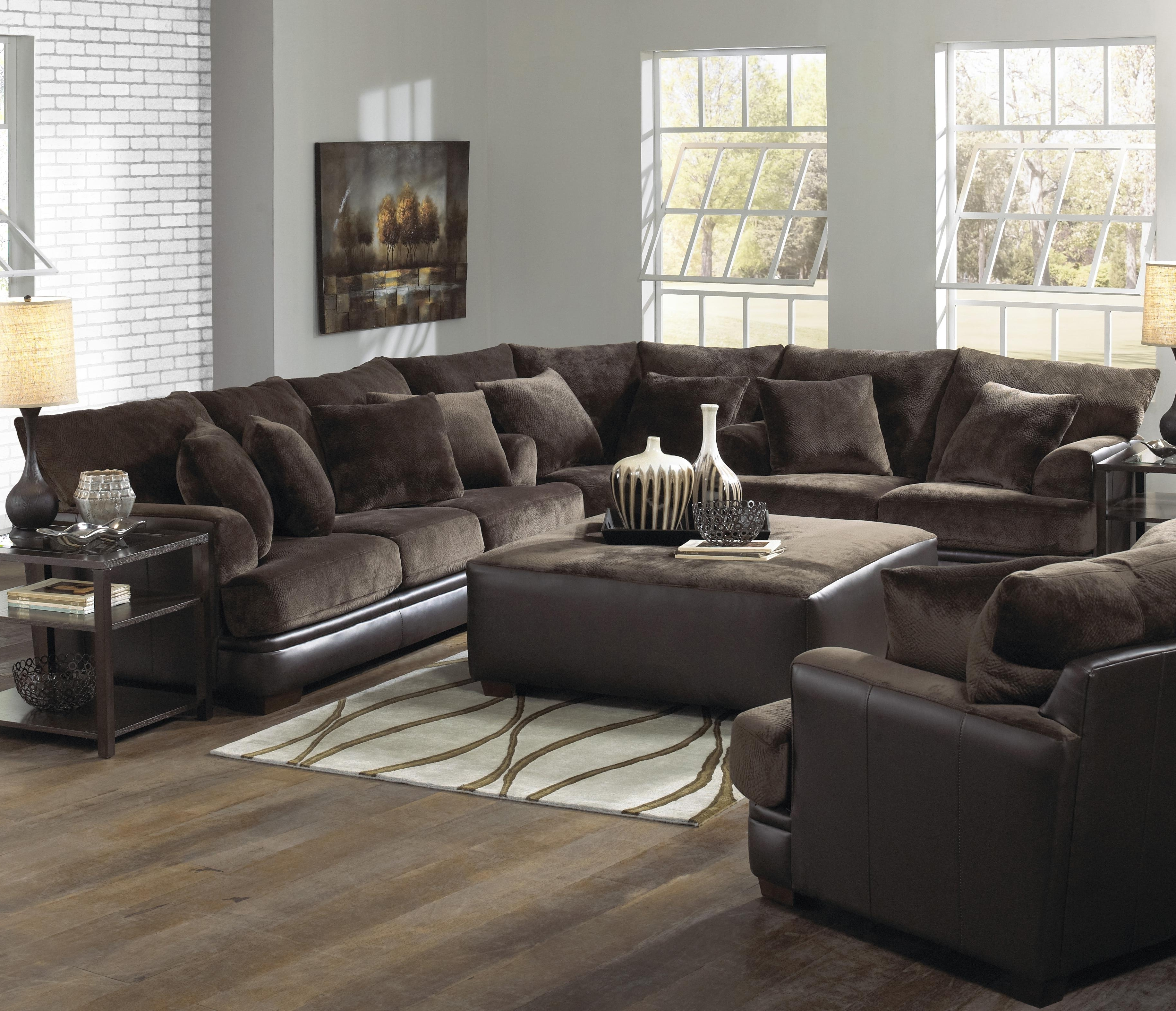 Favorite Furniture: Interesting Living Room Interior Using Large Sectional With Extra Large U Shaped Sectionals (View 10 of 15)