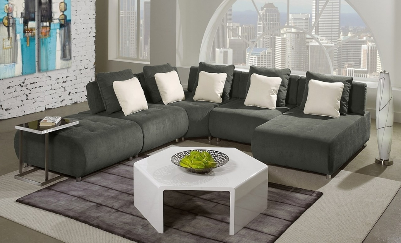 Fresh Sleek Sectional Sofa – Buildsimplehome Throughout Current Sleek Sectional Sofas (View 4 of 15)