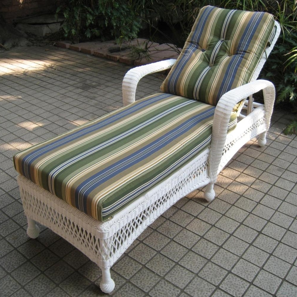 Grey Wicker Outdoor Chaise Lounges ~ Savwi With Regard To Best And Newest White Wicker Chaise Lounges (View 4 of 15)