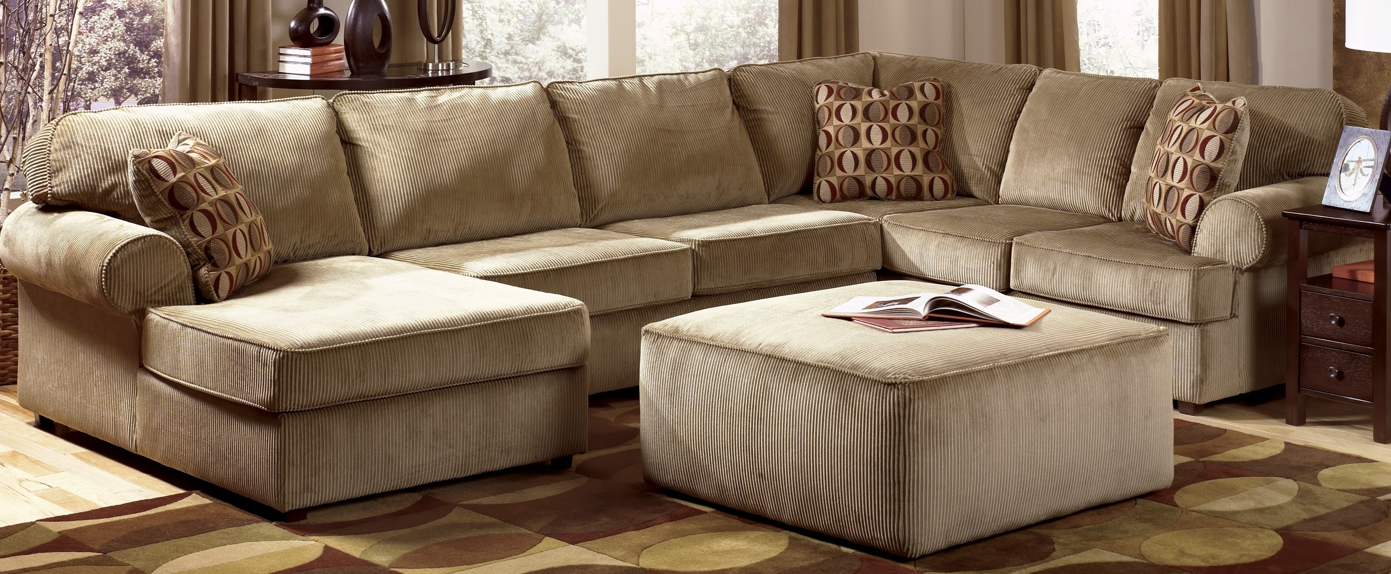 Inexpensive Sectional Sofas For Small Spaces For Favorite Stylish Inexpensive Sectional Sofas For Small Spaces (View 10 of 15)