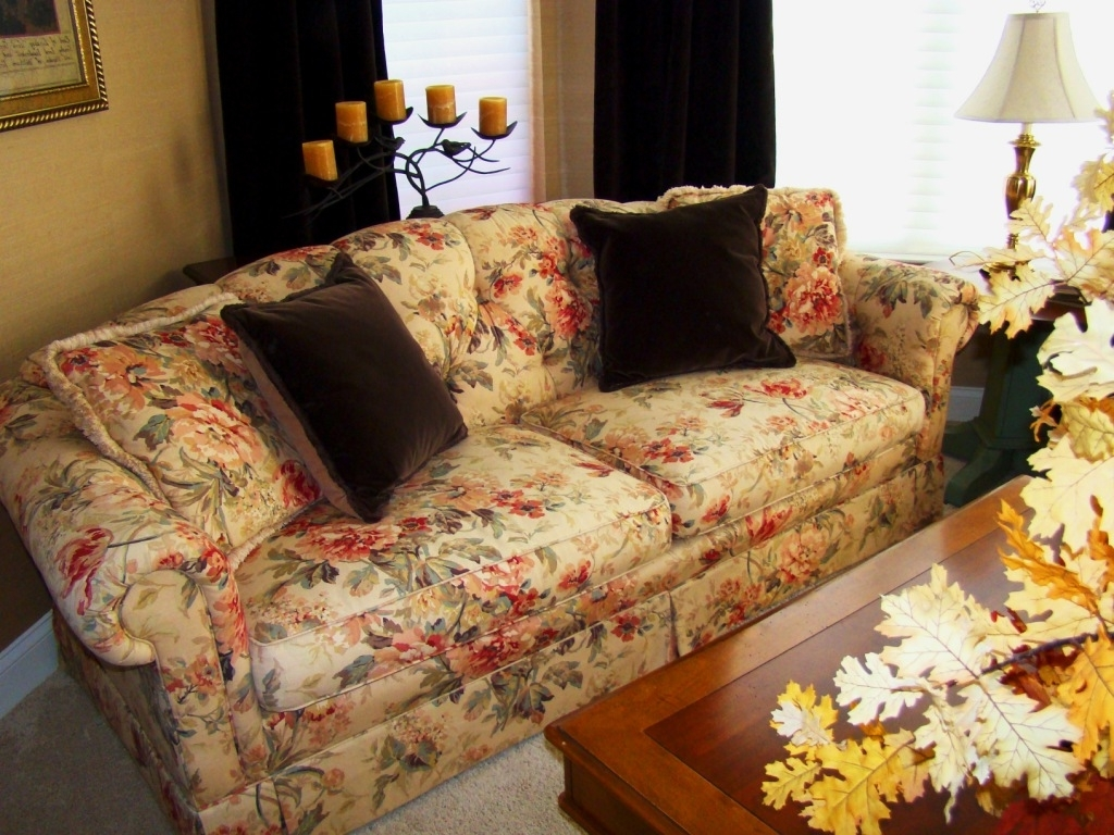 Latest Living Room : Clayton Marcus Flowered Sofas Yellow Flowered Sofas Pertaining To Yellow Chintz Sofas (View 4 of 15)
