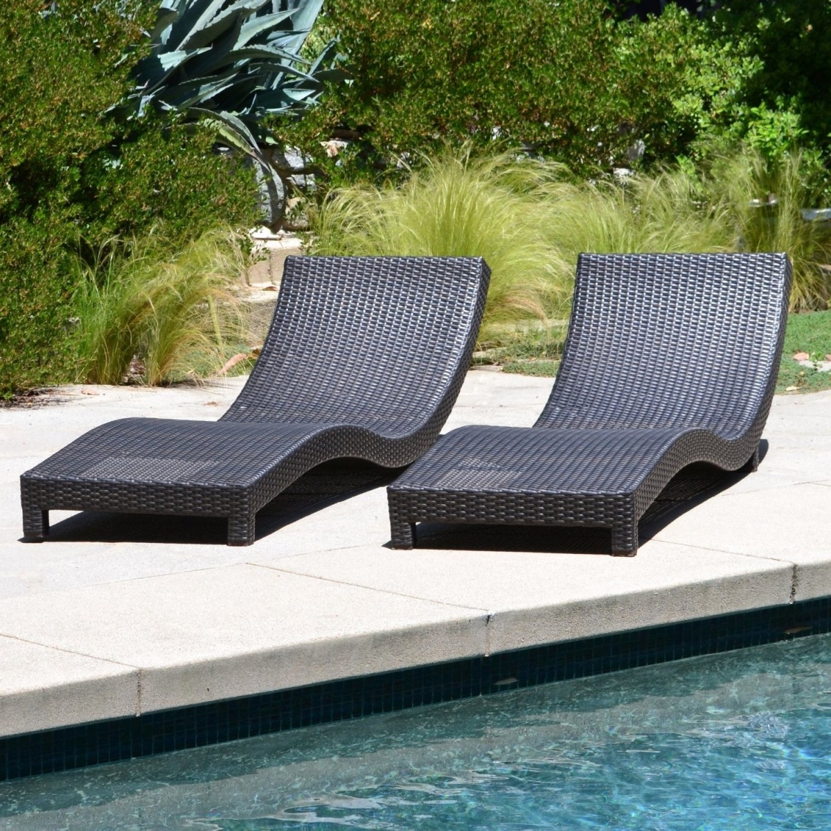 Modern Outdoor Chaise Lounge Chairs Inside 2018 Modern Living Outdoor Chaise Lounge Chairs W/ Cushions (View 4 of 15)