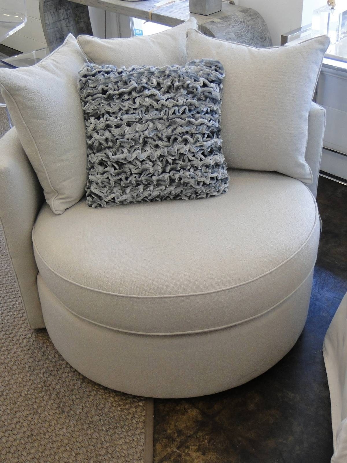 Most Popular Round Swivel Sofa Chairs In Inspirational Oversized Sofa Chair (37 Photos) (View 3 of 15)