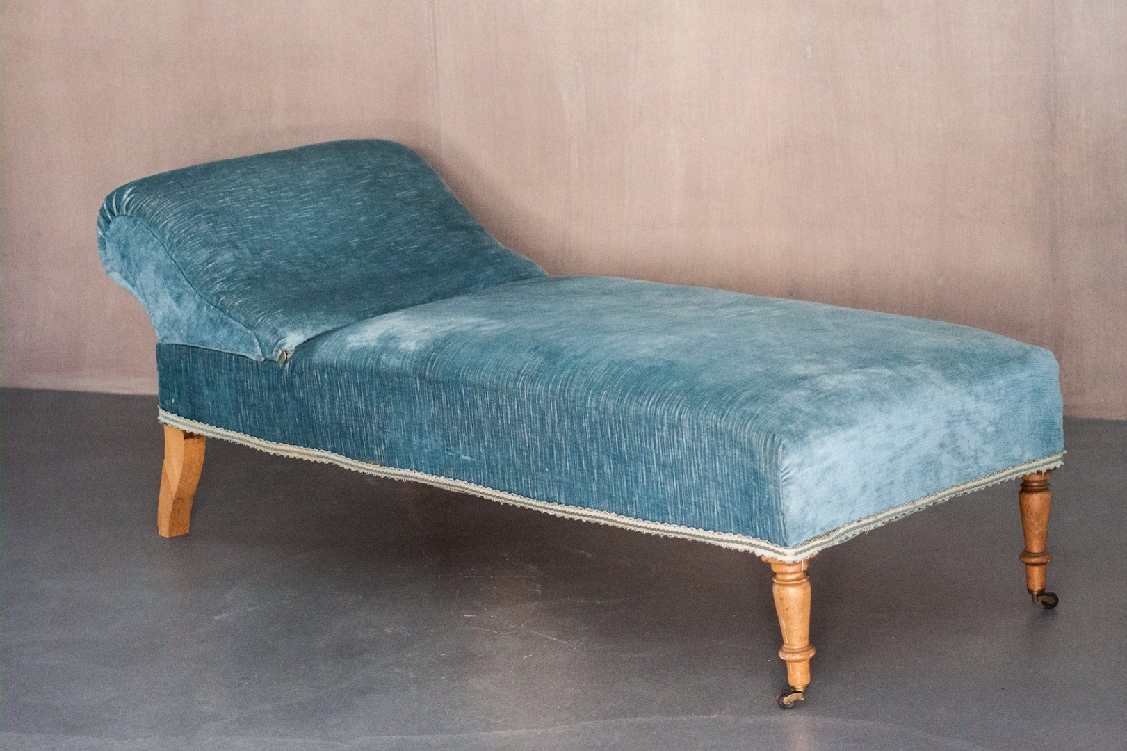 Most Up To Date Vintage Chaise Lounges Regarding Vintage Chaise Lounge With Sky Blue Velvet Upholstery For Sale At (View 10 of 15)