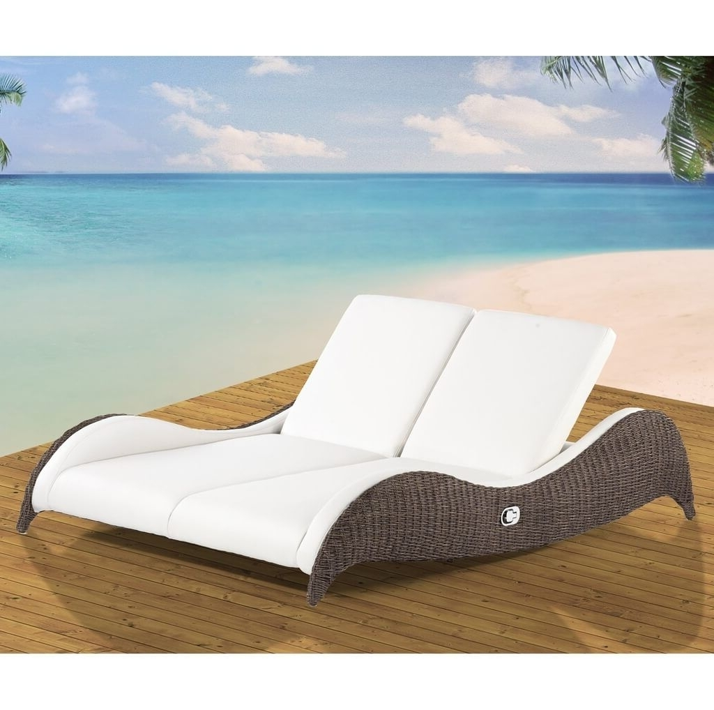 Outdoor Double Chaise Lounges Pertaining To Most Recently Released Outdoor: Contemporary Outdoor Double Wicker Chaise Lounge With (View 14 of 15)