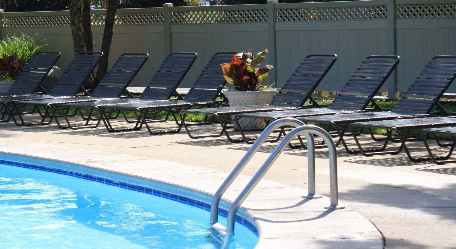 Patiosusa In Fashionable Vinyl Strap Chaise Lounge Chairs (View 12 of 15)