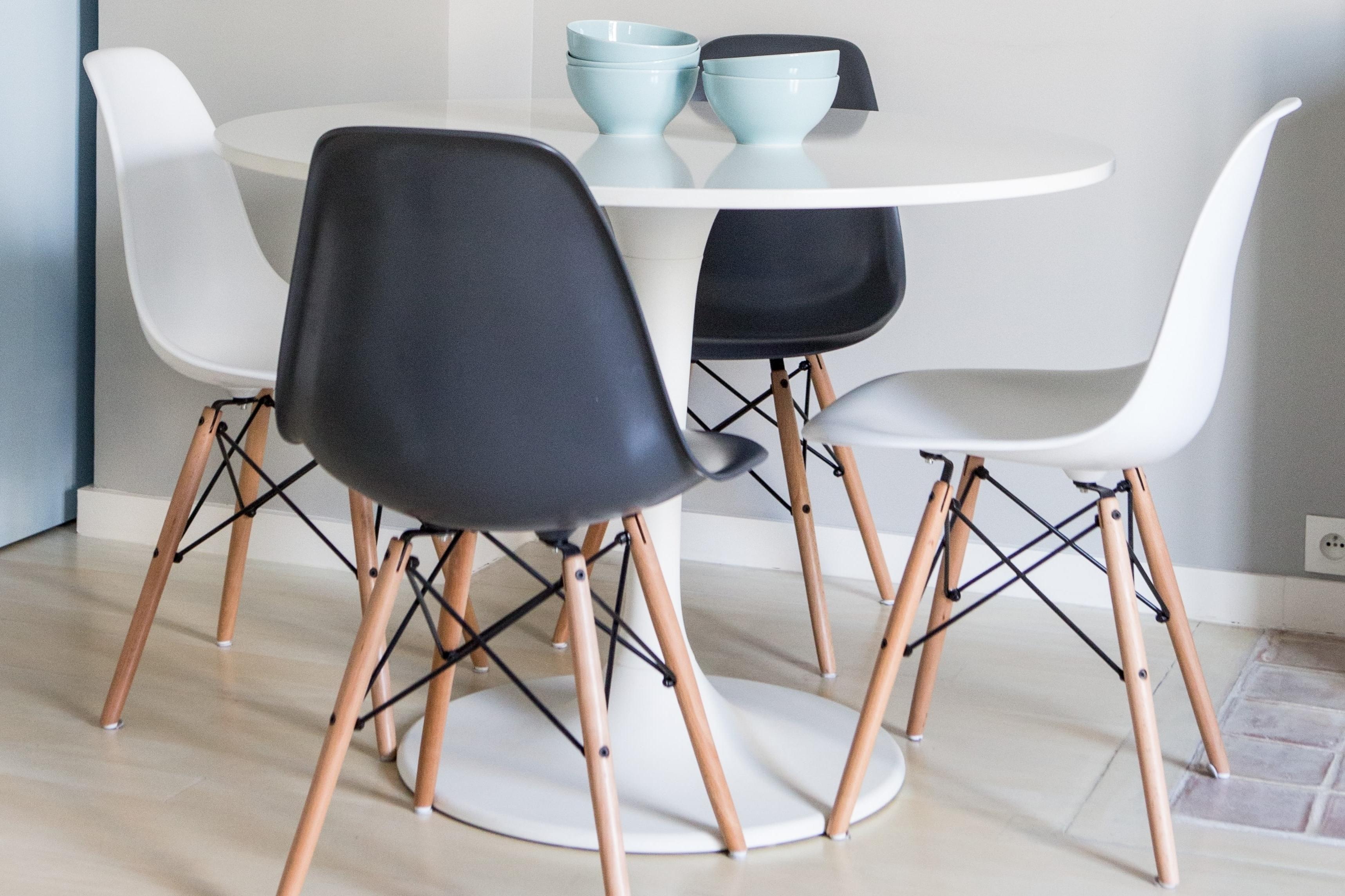 Preferred Chaises Eames Pas Cher ~ Meilleures Images D'inspiration Pour In Eames La Chaises (View 15 of 15)