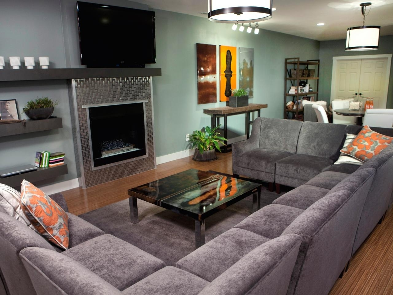 Preferred Modern U Shaped Sectionals Within Furniture: Black U Shaped Sectional Sofa With Modern Table And Rug (View 14 of 15)