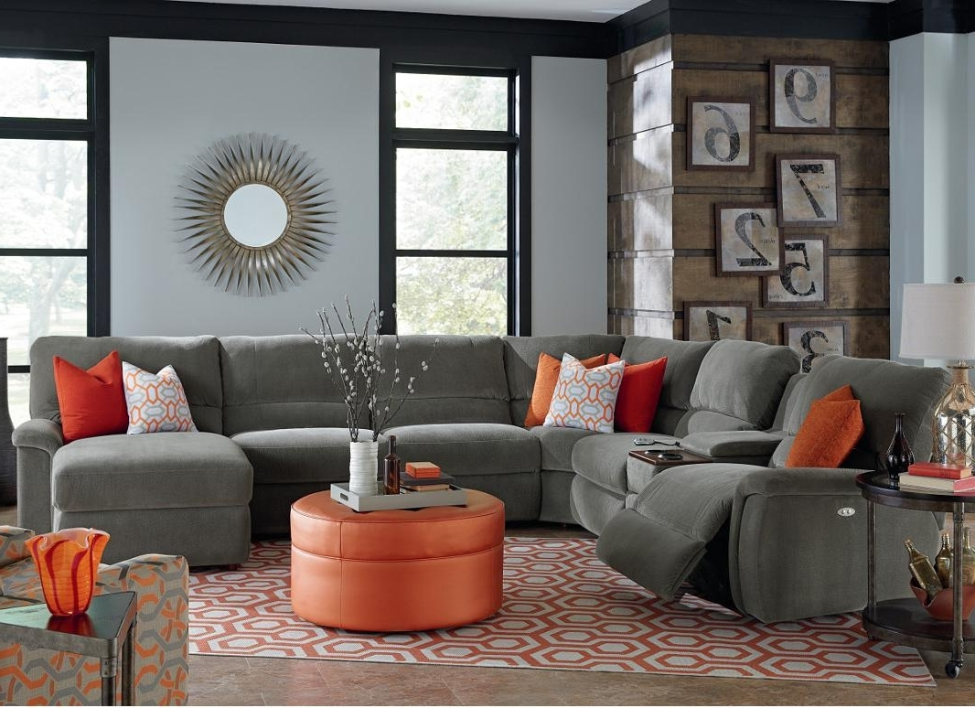 Sectional Sofas With Power Recliners For Best And Newest Seven Piece Power Reclining Sectional Sofa With Cupholdersla Z (View 10 of 15)
