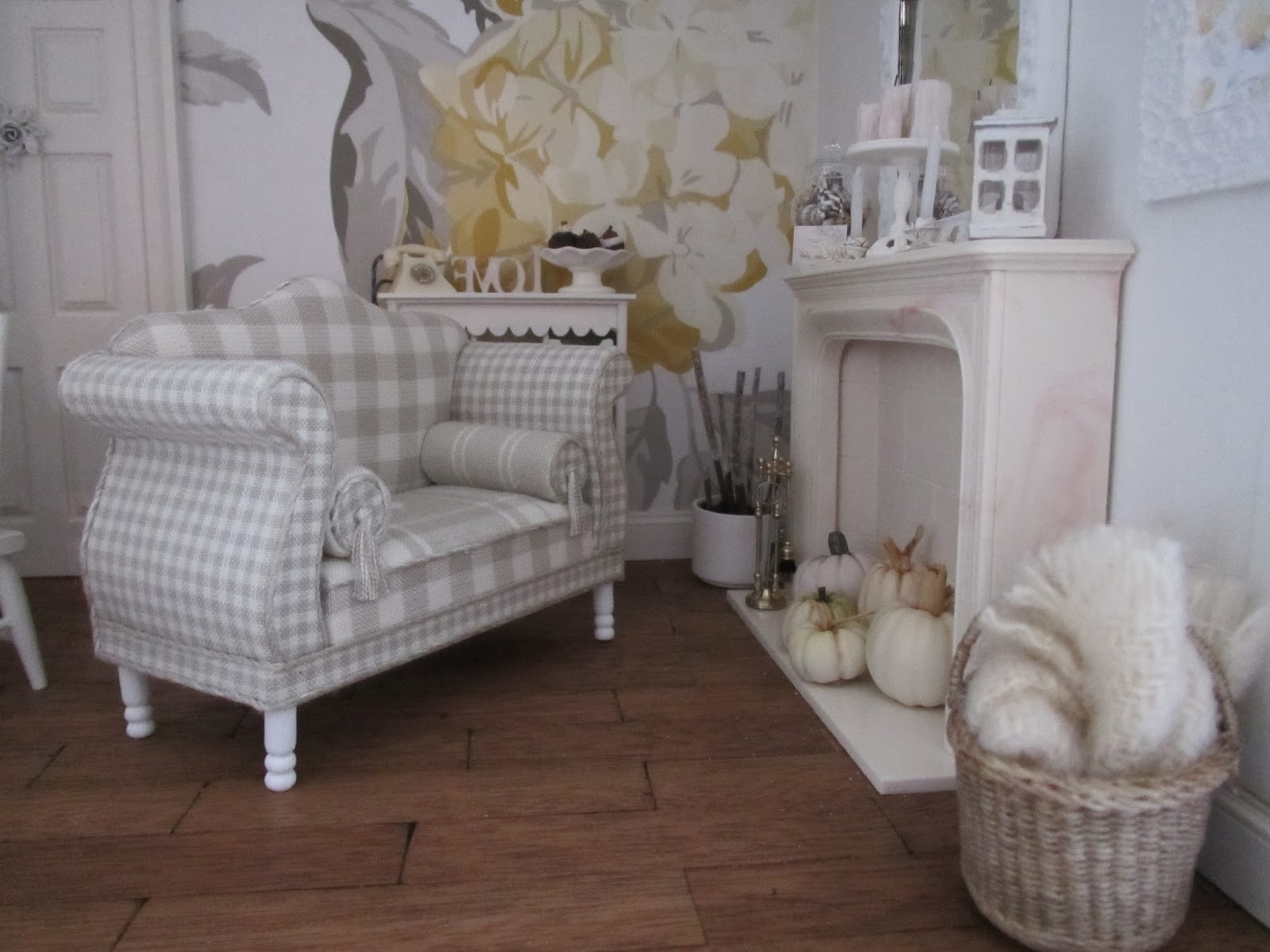 Shabby Chic Sofas Within 2018 Shabby Chic Sofa (View 13 of 15)