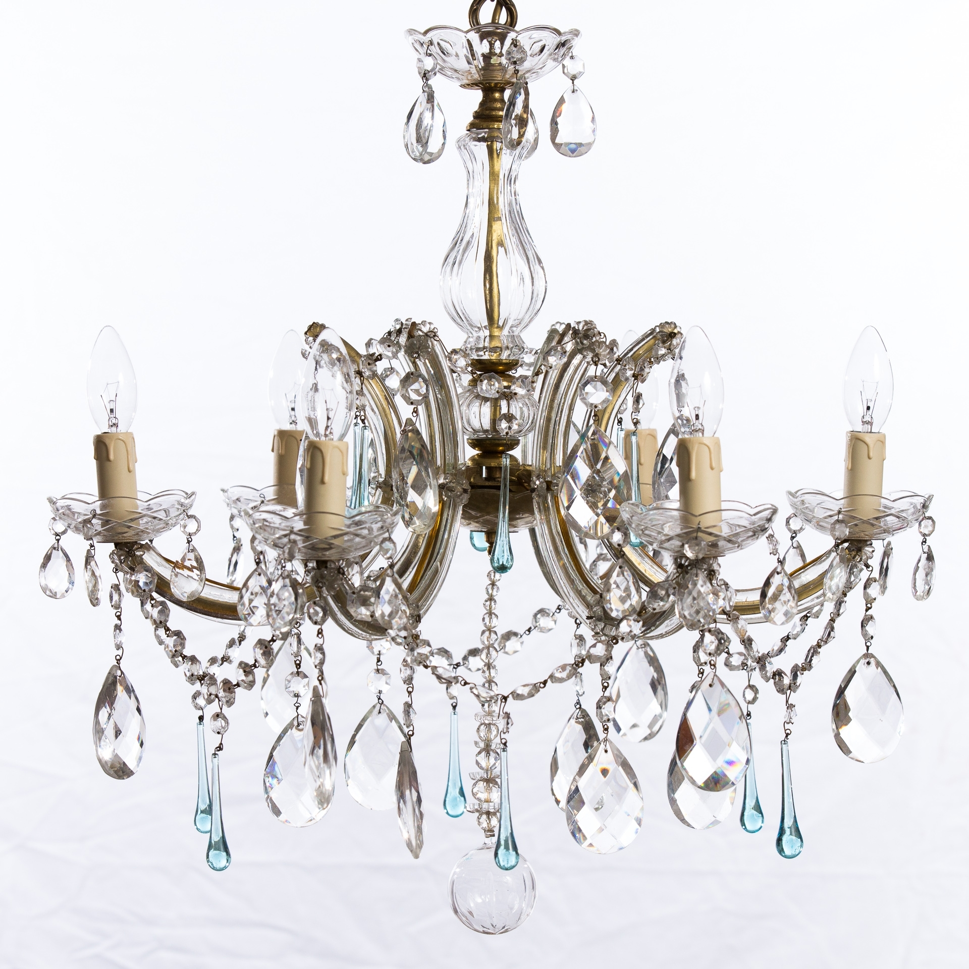 Tips In Using Chandeliers For Bedrooms – Lighting And Chandeliers Regarding Well Liked Chandeliers Vintage (View 12 of 15)