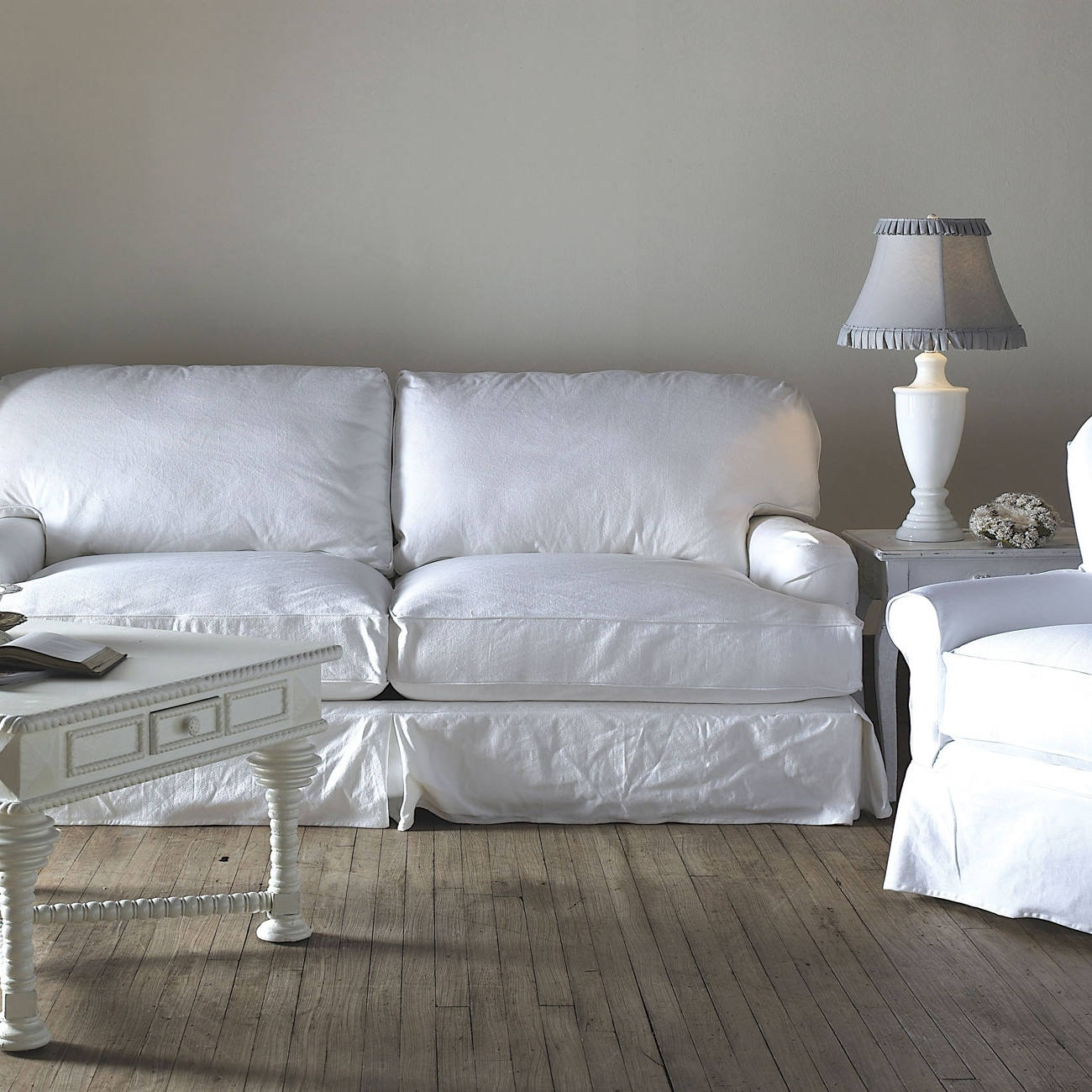 Top Home Designs With Shabby Chic Sofas (View 14 of 15)