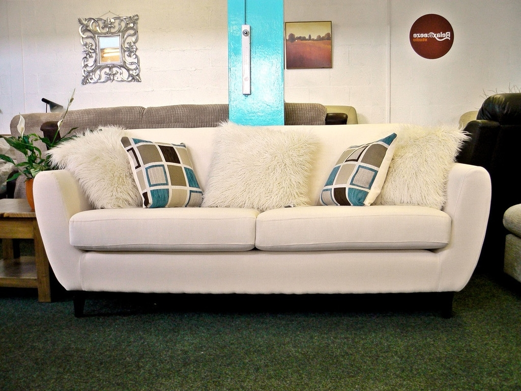 Trendy Cheap Retro Sofas With Regard To New: Charlie Cream Fabric 3 Seater Retro Style Sofa With Contrast (View 15 of 15)