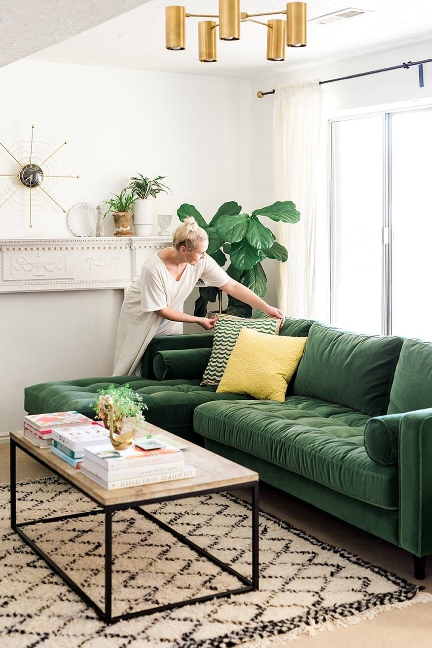 Trendy Green Sofa Chairs For The Couch Trend For 2017: Stylish Emerald Green Sofas (View 11 of 15)