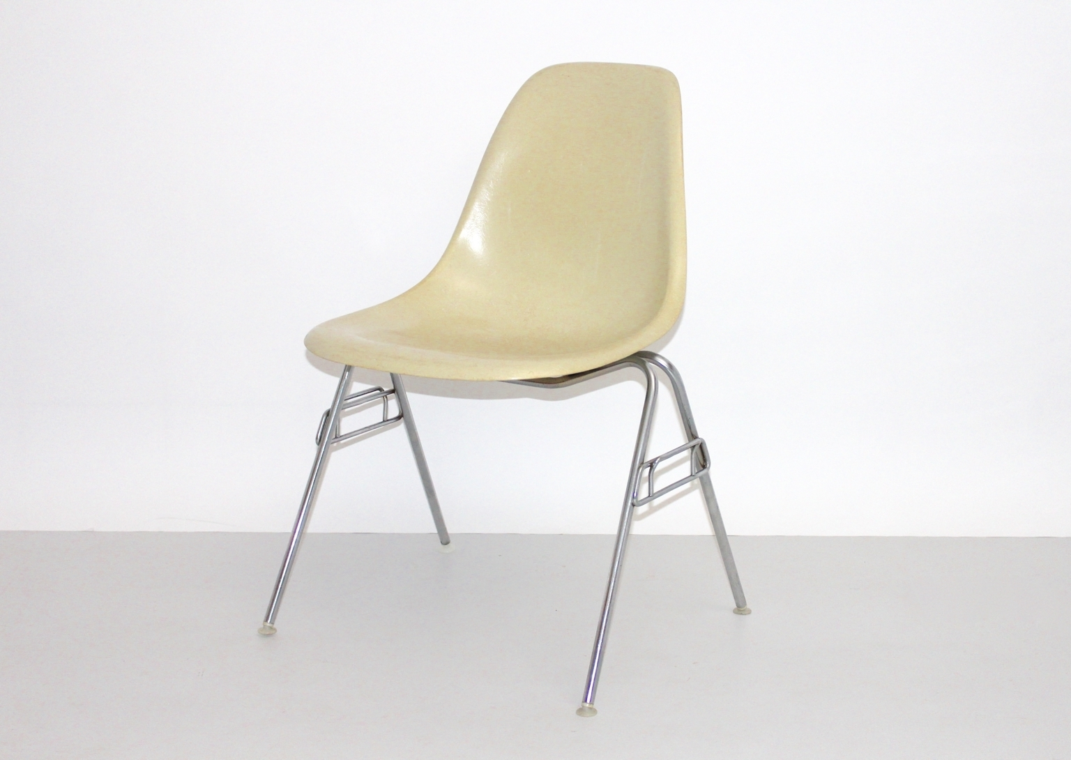 Vintage Model Dss-N Fiberglass Chairray & Charles Eames For within 2018 Eames Chaises