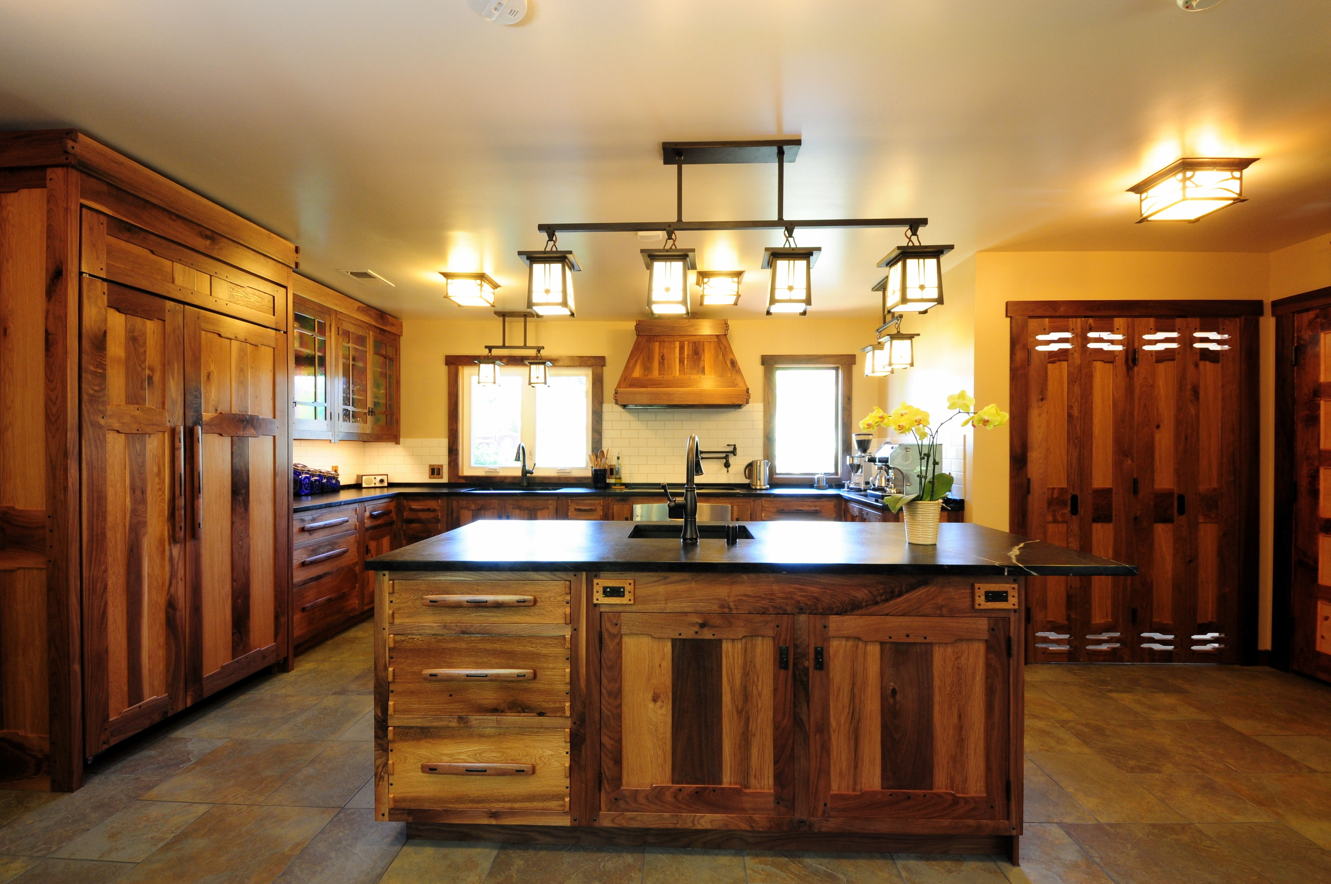 Current Small Rustic Kitchen Chandeliers Intended For Awesome Country Kitchen Cabinets Ideas With Rustic Kitchen Island (View 3 of 15)