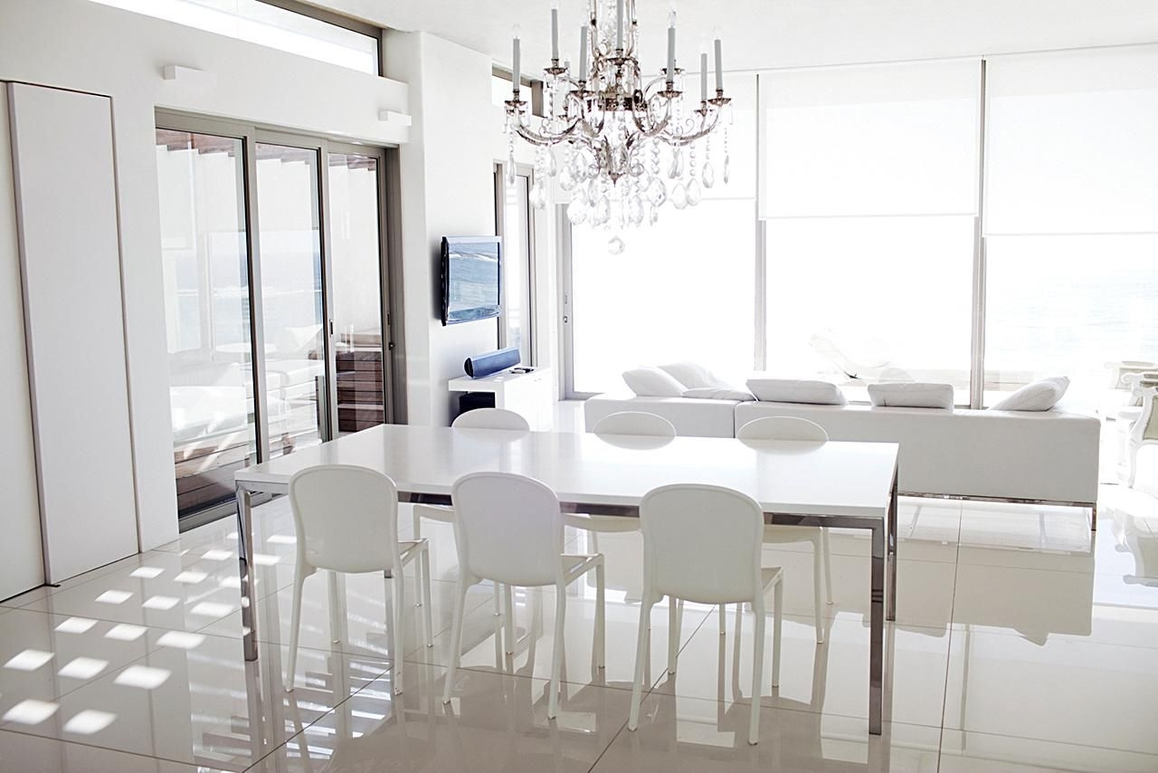 Most Current Table Chandeliers Pertaining To Determine The Right Height For Your Foyer Chandelier (View 6 of 15)