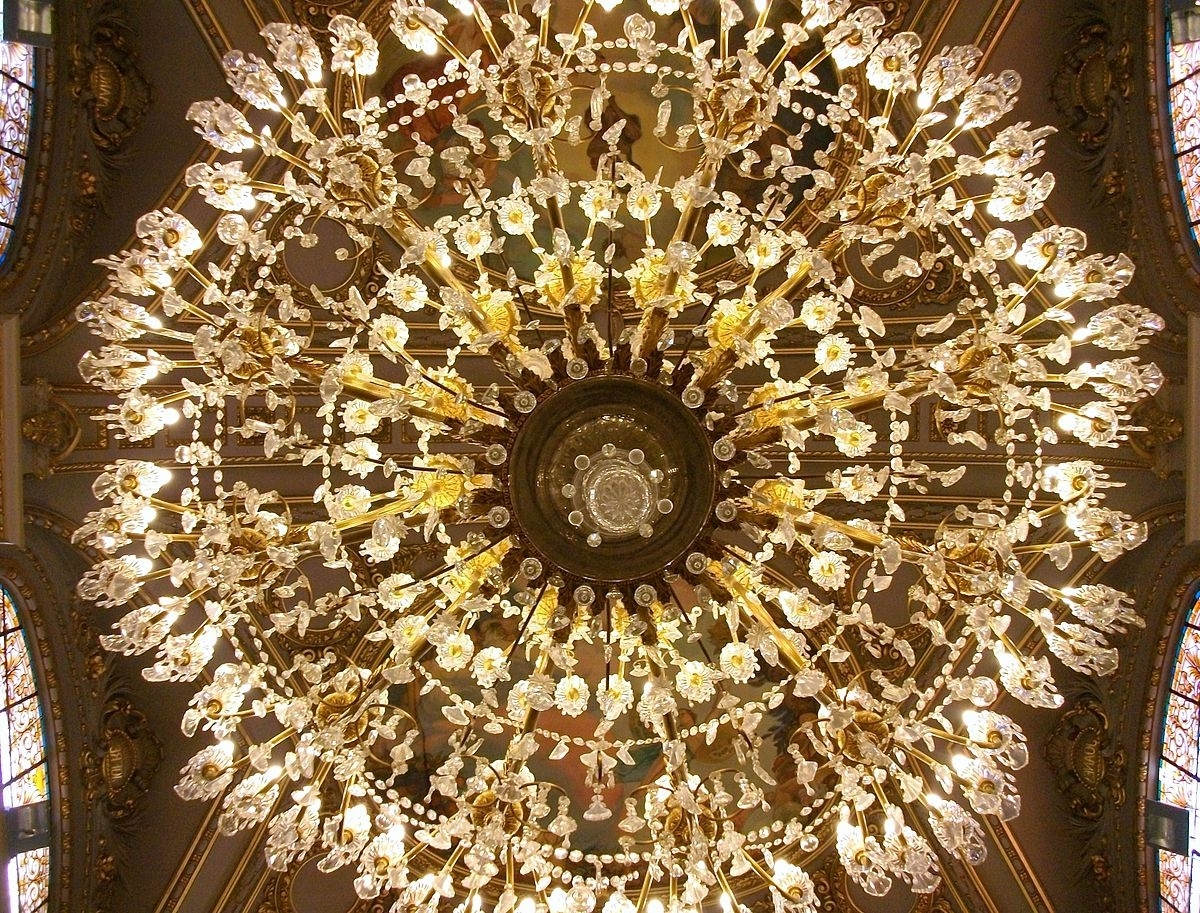 Stand Up Chandeliers Within Well Liked Chandelier – Wikipedia (View 9 of 15)