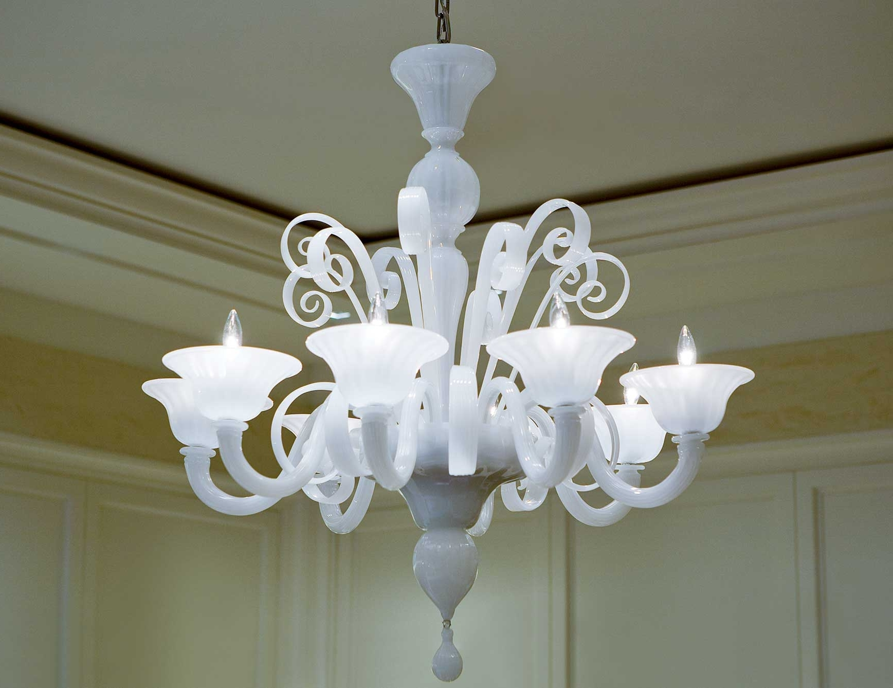 White Chandeliers Throughout Most Up To Date Nella Vetrina White Murano 8 Murano Chandelier In White Glass (View 14 of 15)