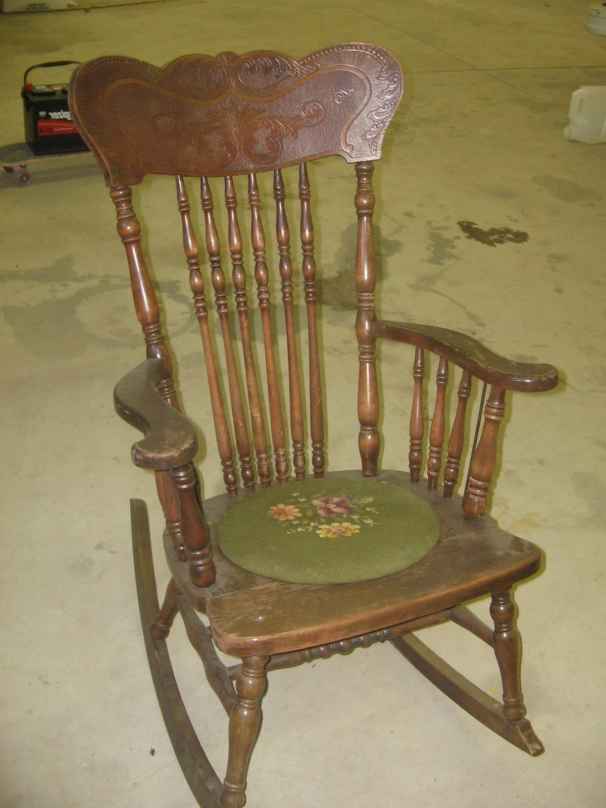 Antique Rocking Chairs Inside Well Liked Ideas Antique Rocking Chairs — Weekly Geek Design : Antique Rocking (View 12 of 15)
