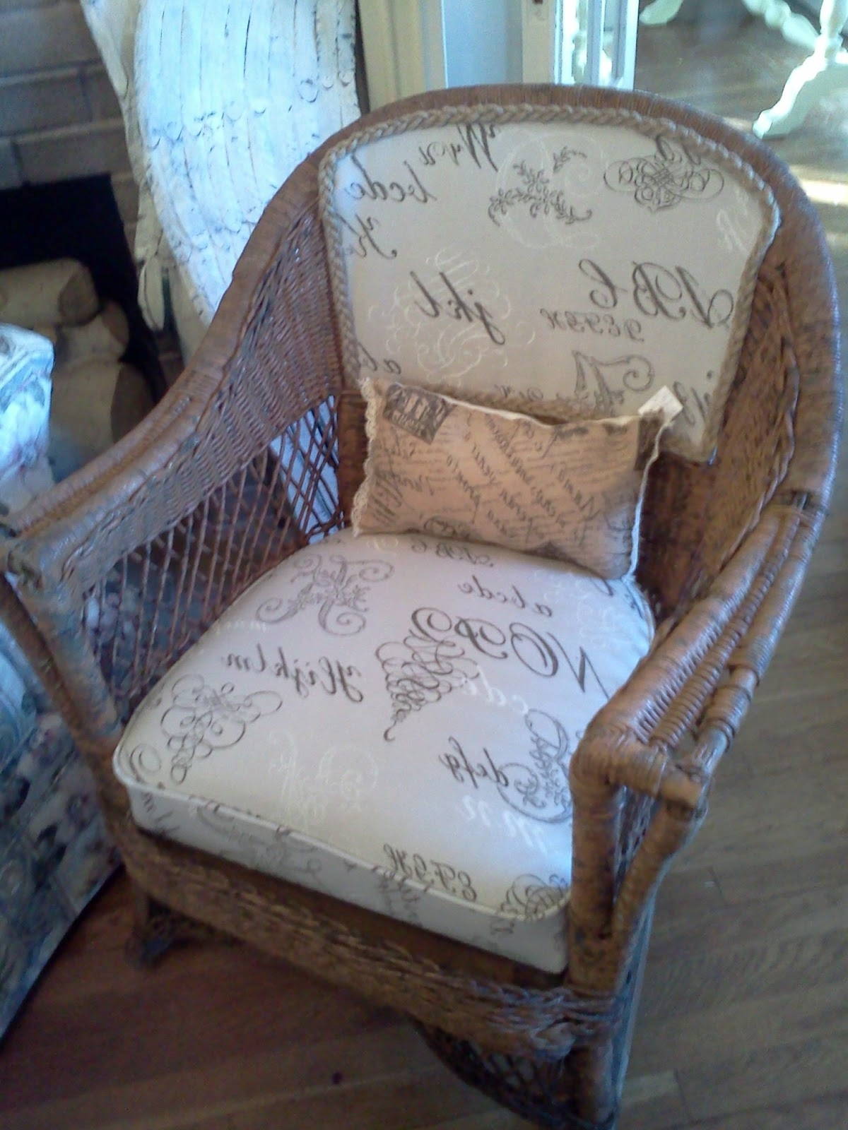 Best Home Chair Decoration Regarding Well Known Antique Wicker Rocking Chairs With Springs (View 2 of 15)