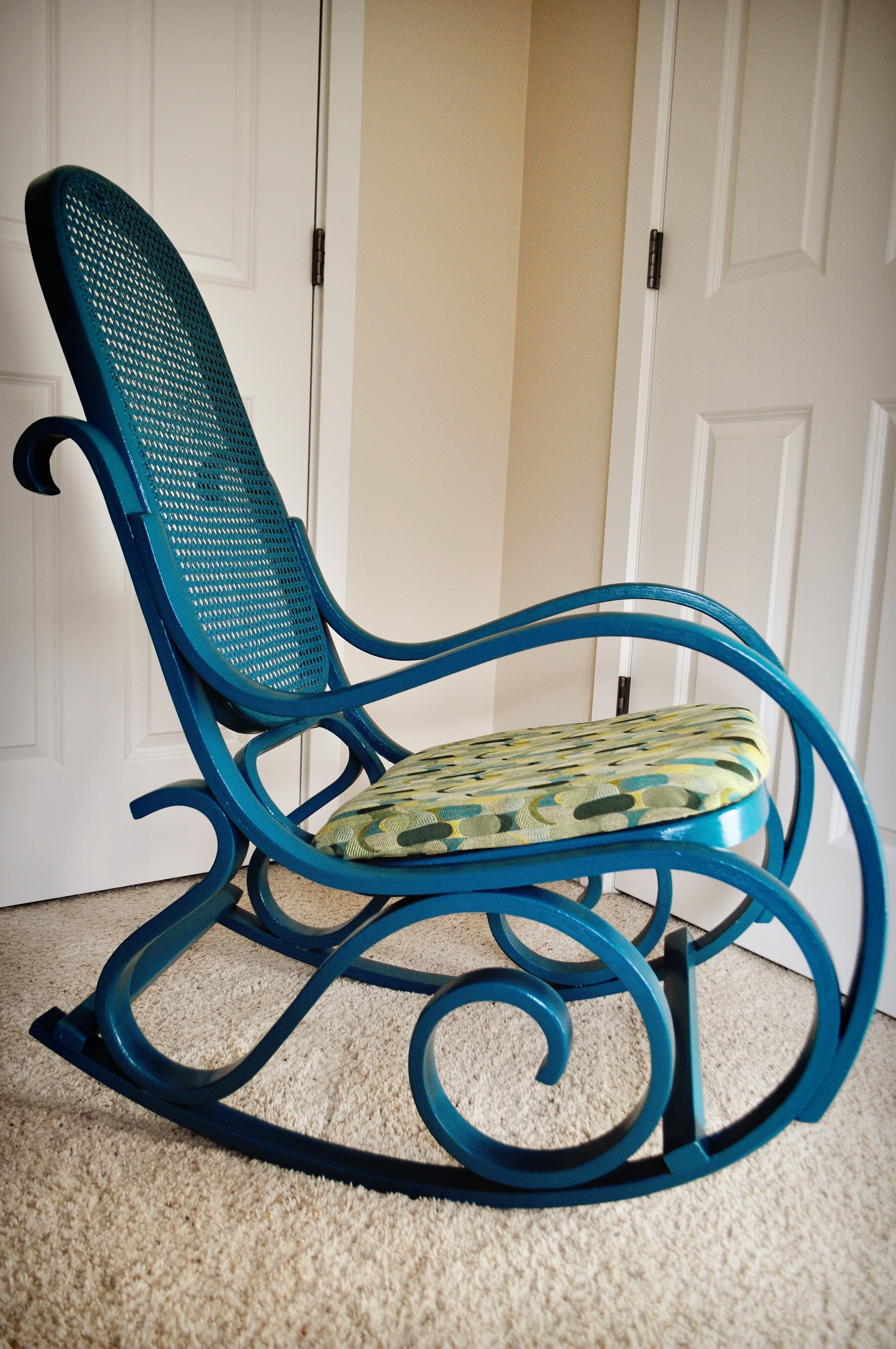 Furniture: Antique Wicker Rocking Chair Design In Fashionable Vintage Wicker Rocking Chairs (View 15 of 15)