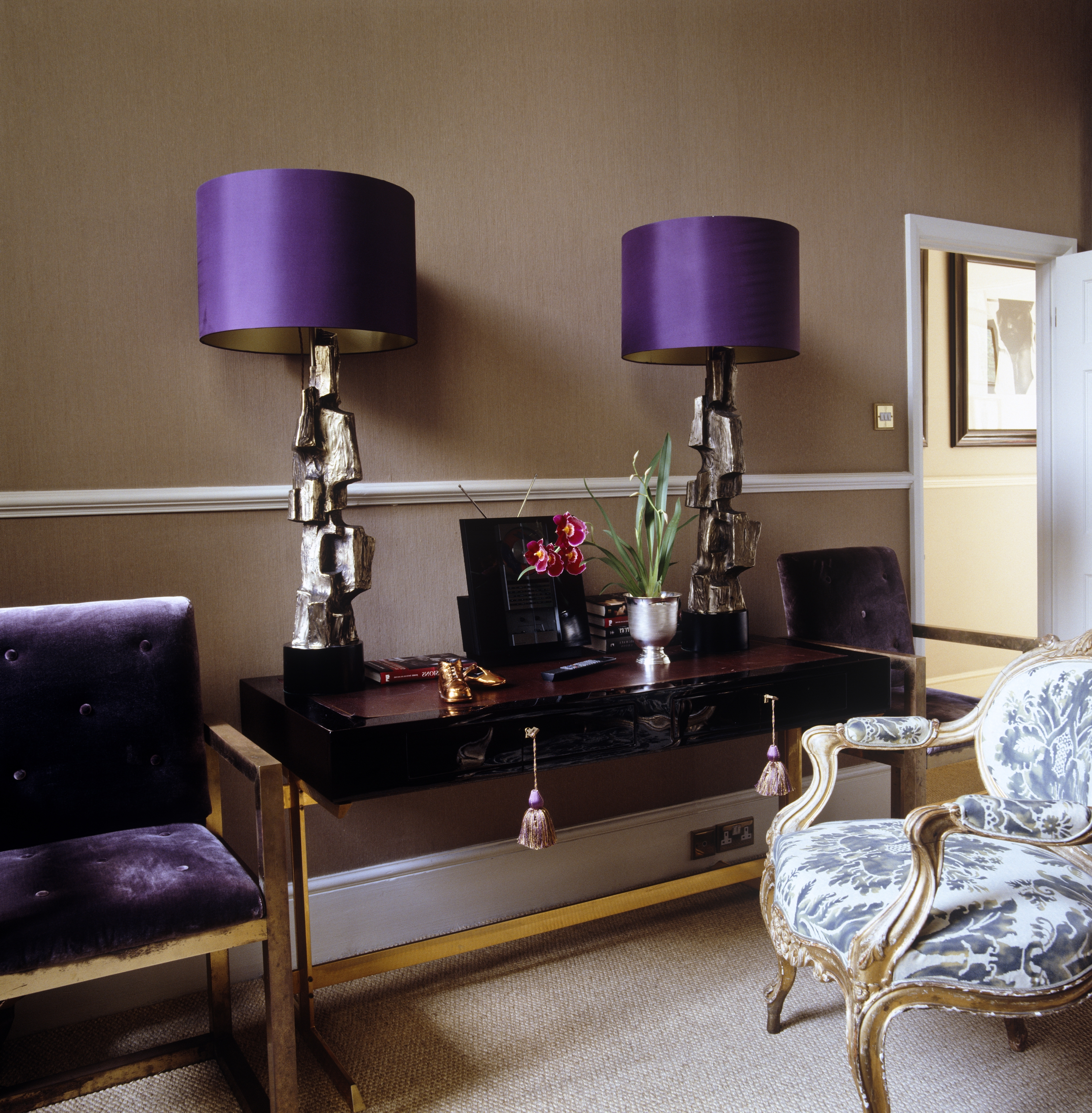 Featured Photo of Purple Living Room Table Lamps
