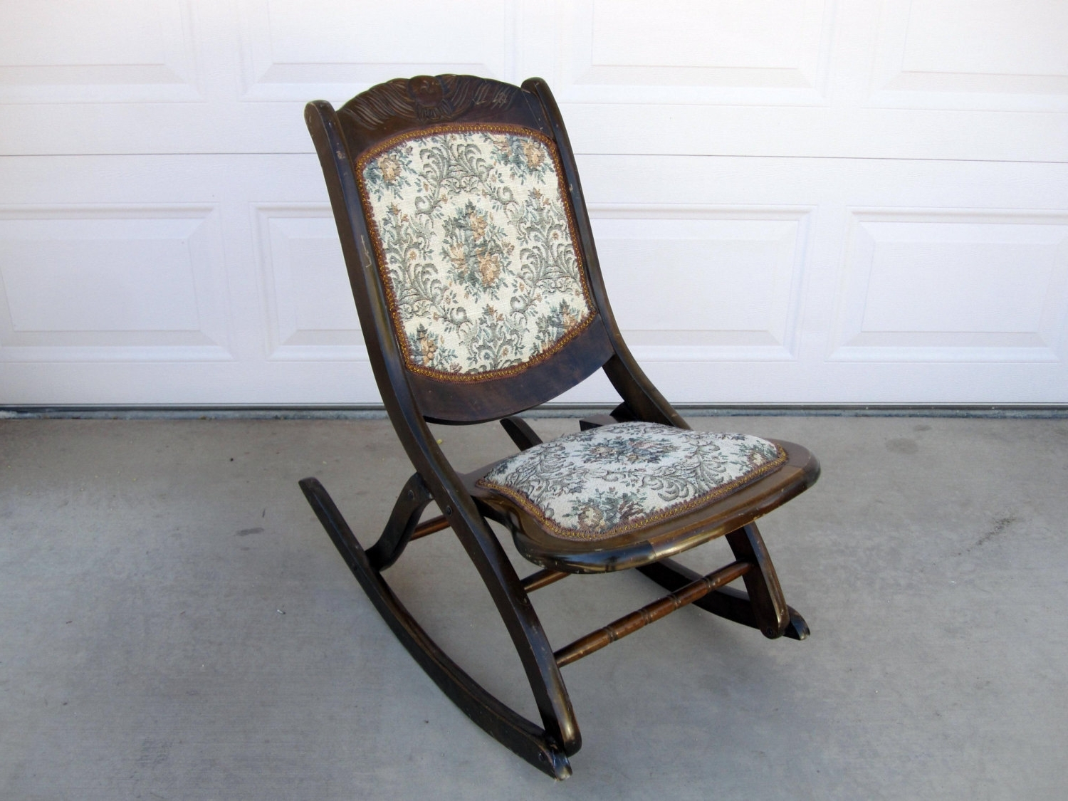 Most Up To Date Folding Rocking Chairs In Relax In A Rocking Chair – Darbylanefurniture (View 5 of 15)