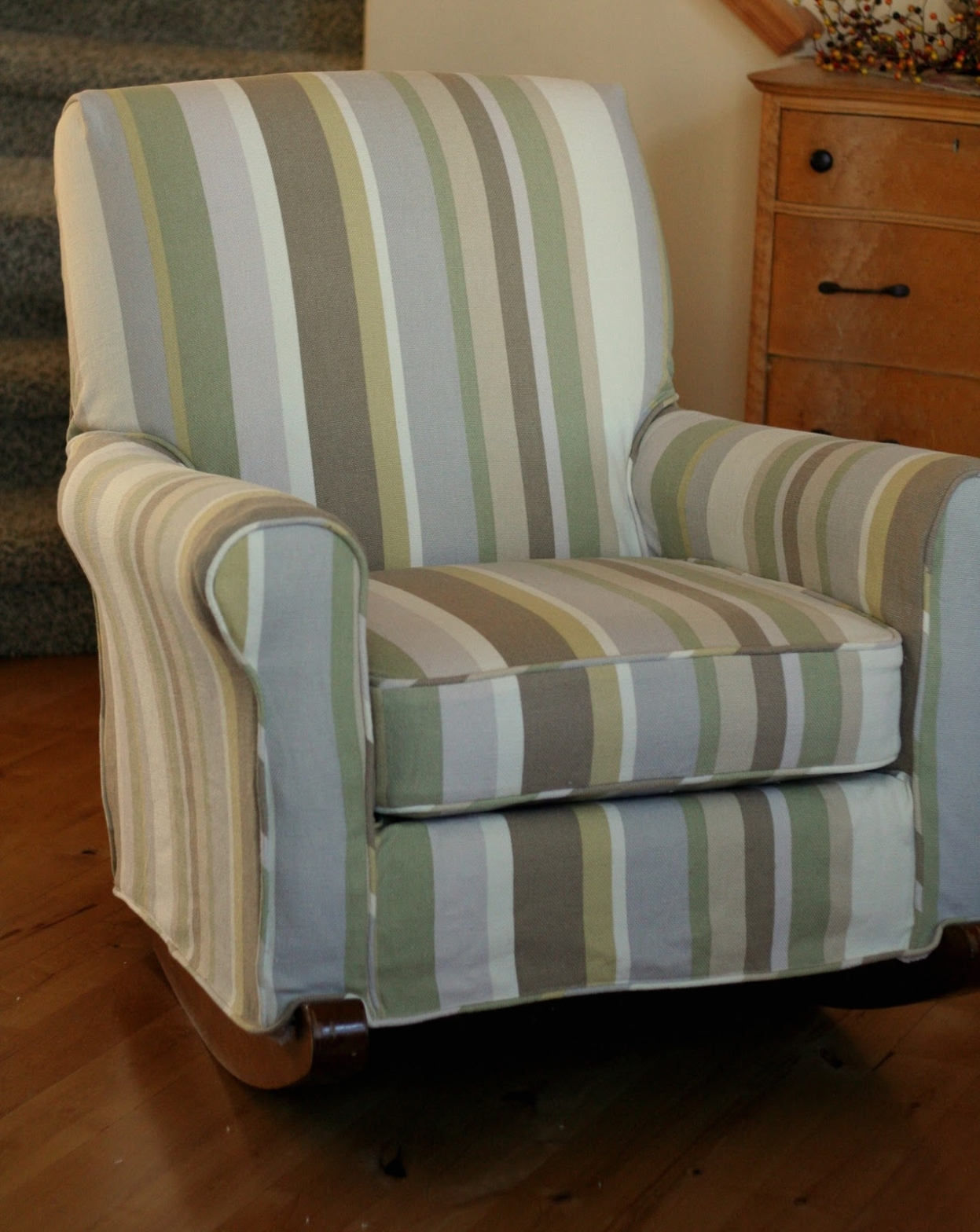 Table & Chair: Upholstered Rocking Chair Covers • Chair Covers Regarding Well Liked Upholstered Rocking Chairs (View 8 of 15)