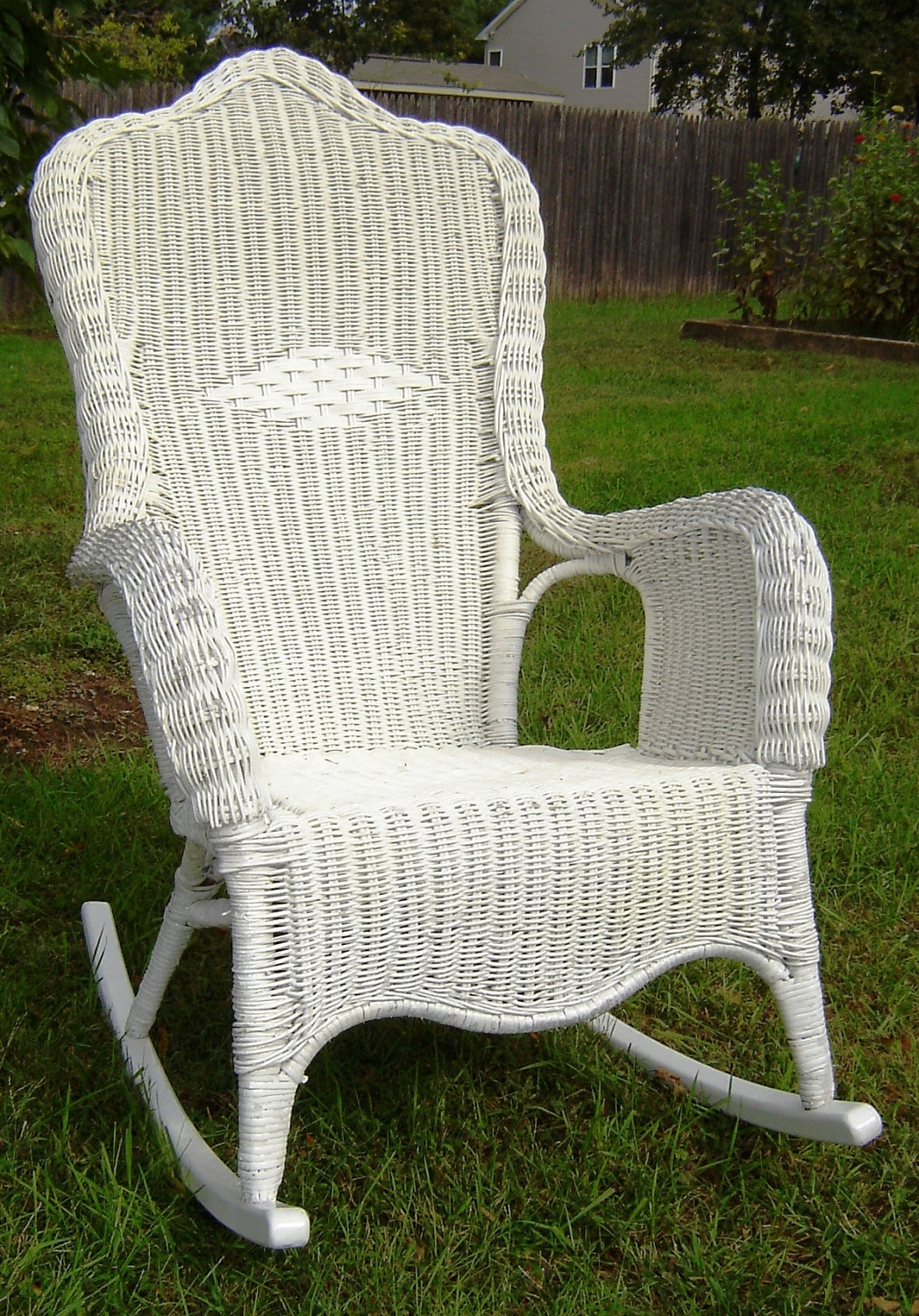 Well Known White Wicker Rocking Chairs Within Vintage White Wicker Rocking Chair — Wilson Home Ideas : Choosing A (View 9 of 15)