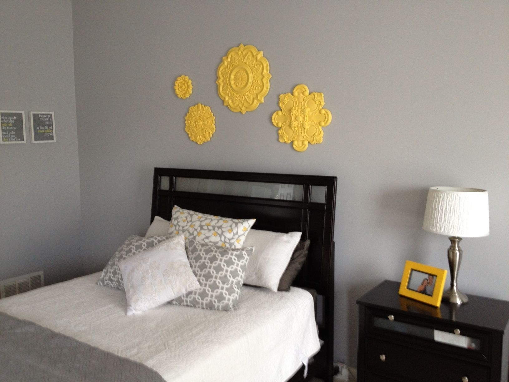 Best And Newest Ceiling Medallion Wall Art With Regard To Grey And Yellow Toned Bedroom Ideas With Ceiling Medallion Wall Art (View 2 of 15)