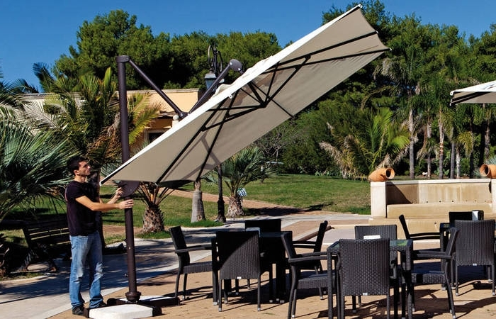 Fashionable Offset Patio Umbrellas With Base Regarding Offset Patio Umbrella Tips To Get The Right One Furniture Small (View 2 of 15)