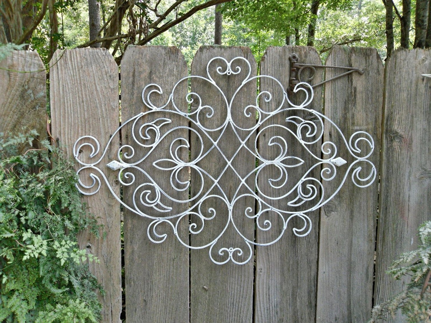 Well Liked White Shabby Chic Metal Wall Decor/ Fleur De Lis / Patio / Indoor With Regard To Outside Wall Art (View 12 of 15)