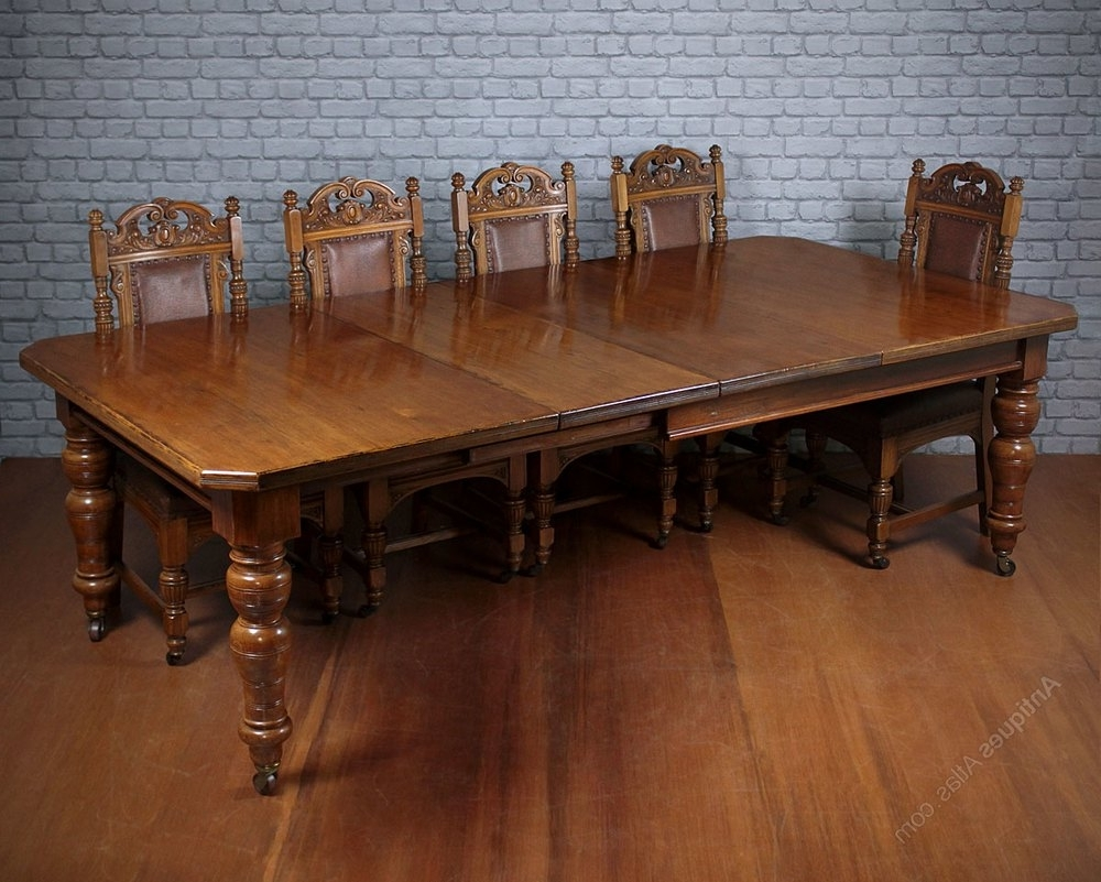 10 Seat Pine & Oak Extending Dining Table C. (View 4 of 25)