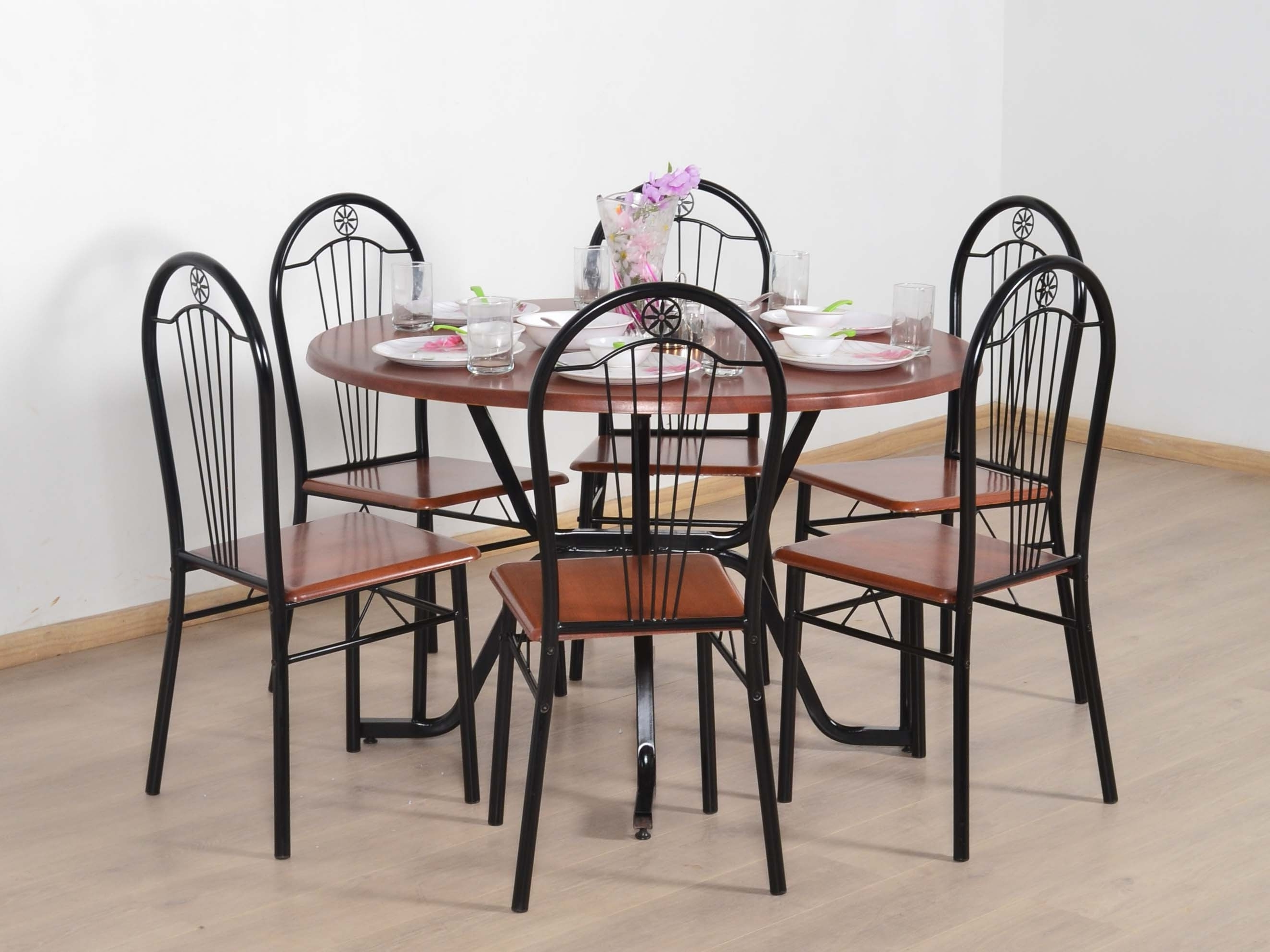 2017 Round 6 Seater Dining Tables Intended For Caterva 6 Seater Round Dining Table Set: Buy And Sell Used Furniture (View 21 of 25)