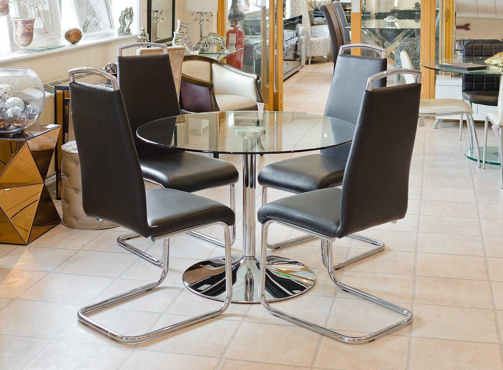 Clear Glass Round Dining Table Pertaining To Famous Clear Glass Dining Tables And Chairs (View 9 of 25)