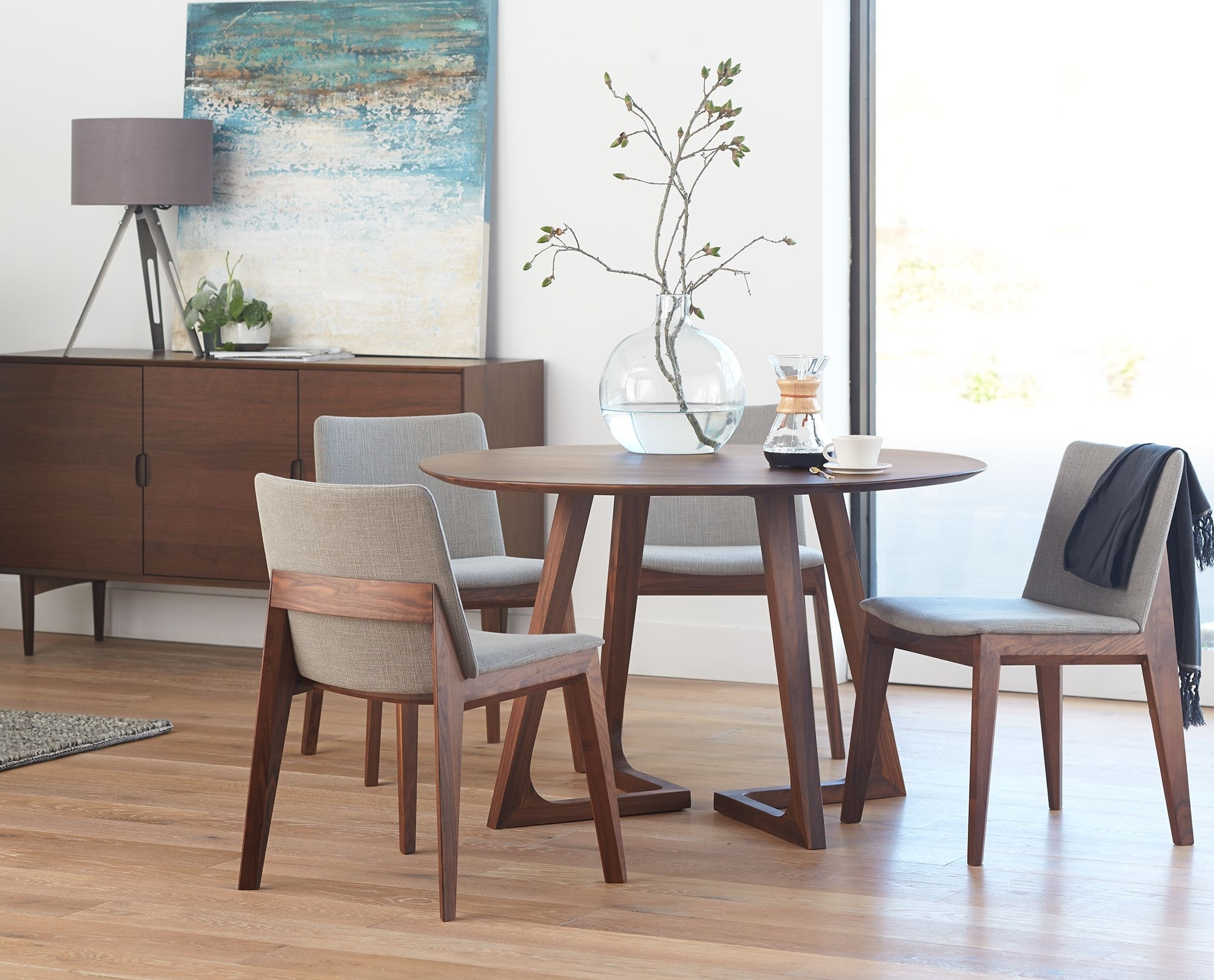 Contemporary Dining Room Tables And Chairs In Well Liked Round Table And Chairs From Dania (View 8 of 25)
