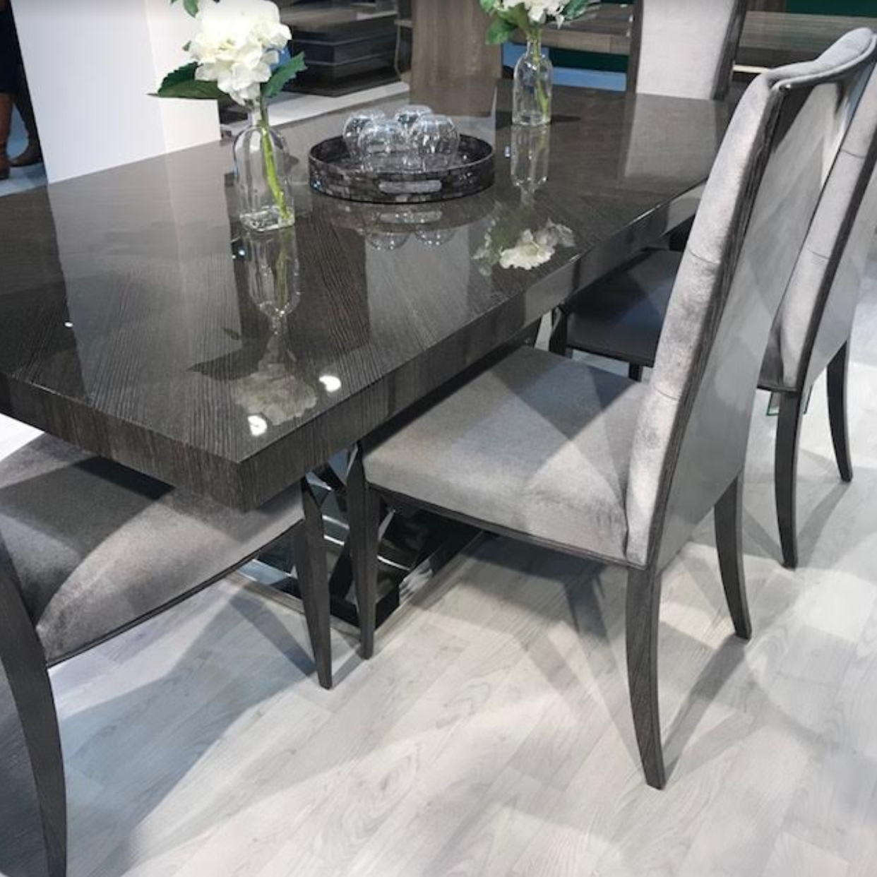 Current High Gloss Dining Table With Chrome Base For Chrome Dining Sets (View 9 of 25)