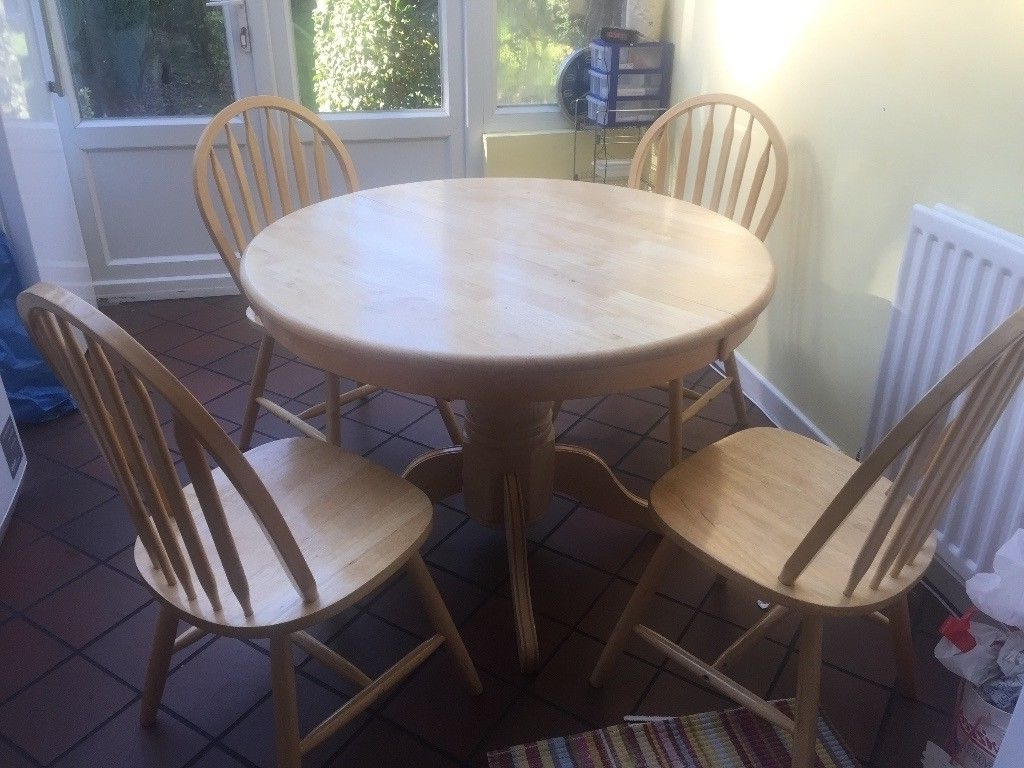Current Round/oval Extending Dining Table With 4 Wooden Chairs (View 4 of 25)