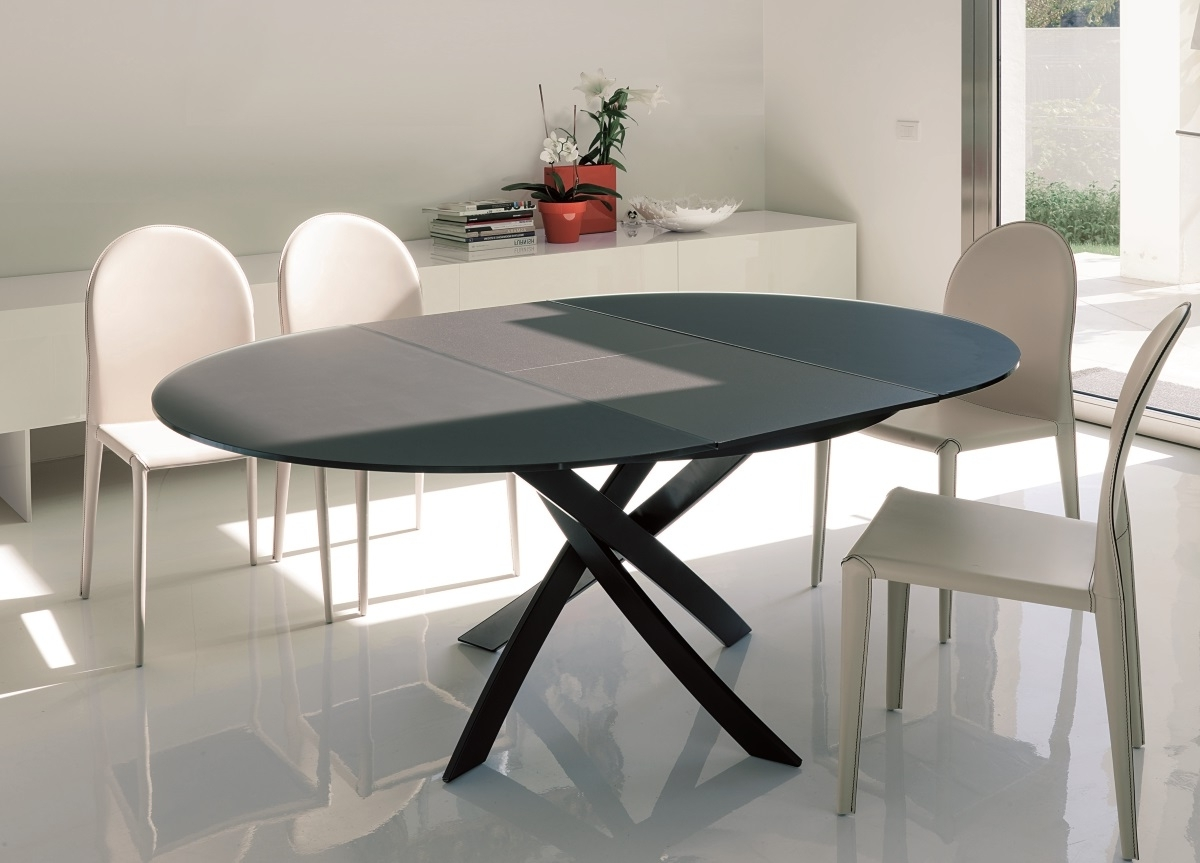 Fashionable Bontempi Barone Extending Round Dining Table (View 5 of 25)